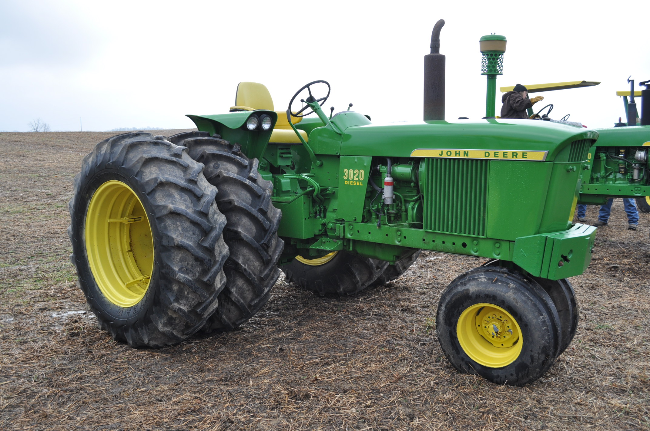 John Deere 3020 tractor, diesel, 18.4-34 rear, clamp on duals, 11L-15 narrow front, Syncro, 2 - Image 4 of 15