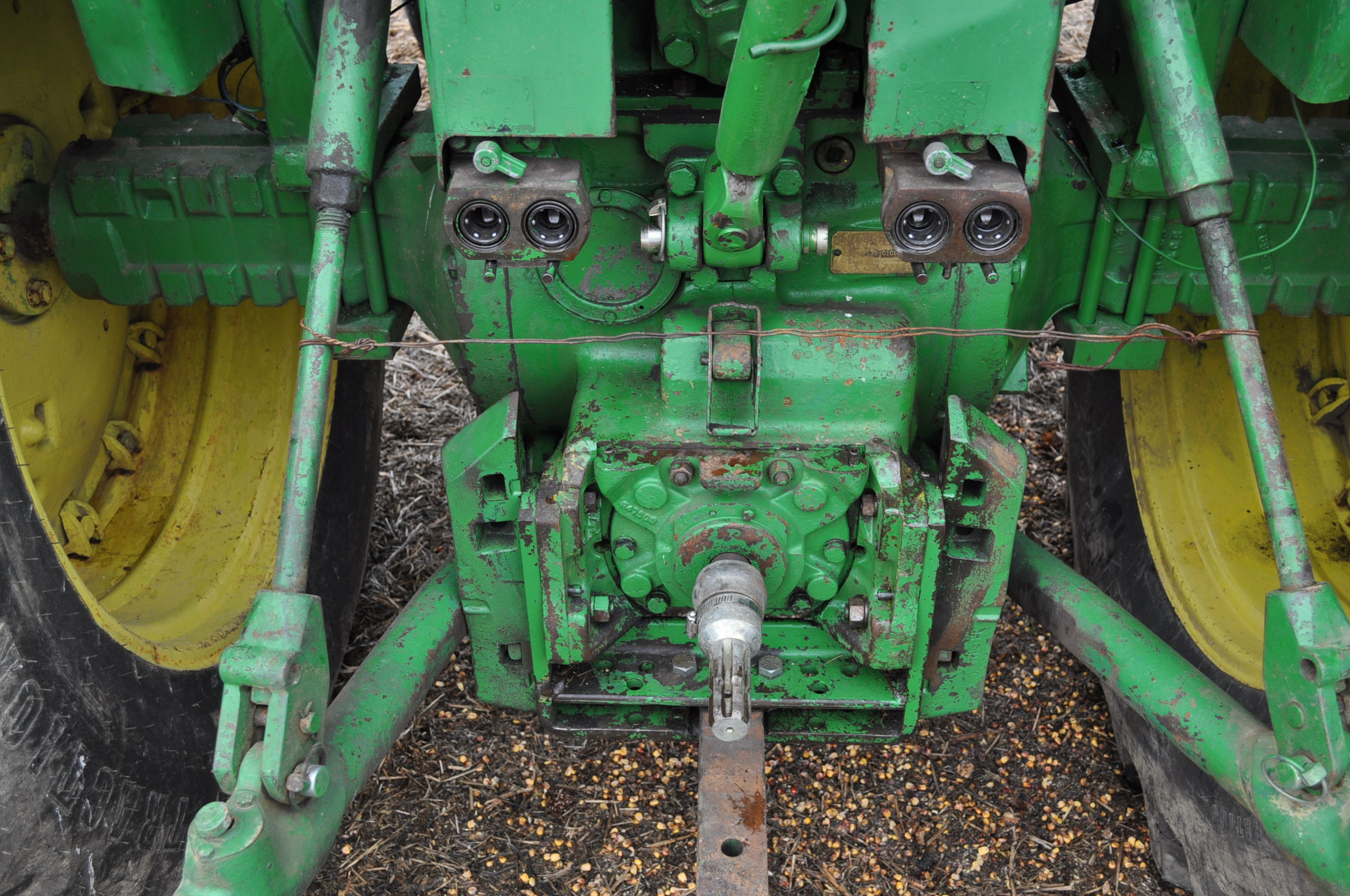 John Deere 4320 tractor, diesel, 18.4-38 duals, 10.00-16 wide front, Syncro, 2 hyd remotes, 540/1000 - Image 14 of 20