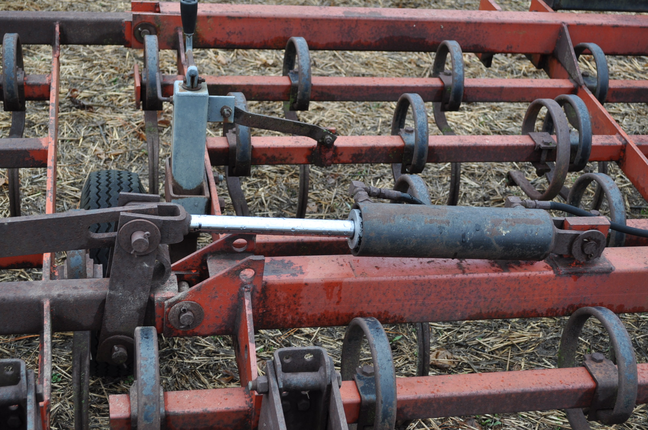 15' McKey field cultivator, Danish tine, 3 pt, hyd fold, rear baskets - Image 8 of 10