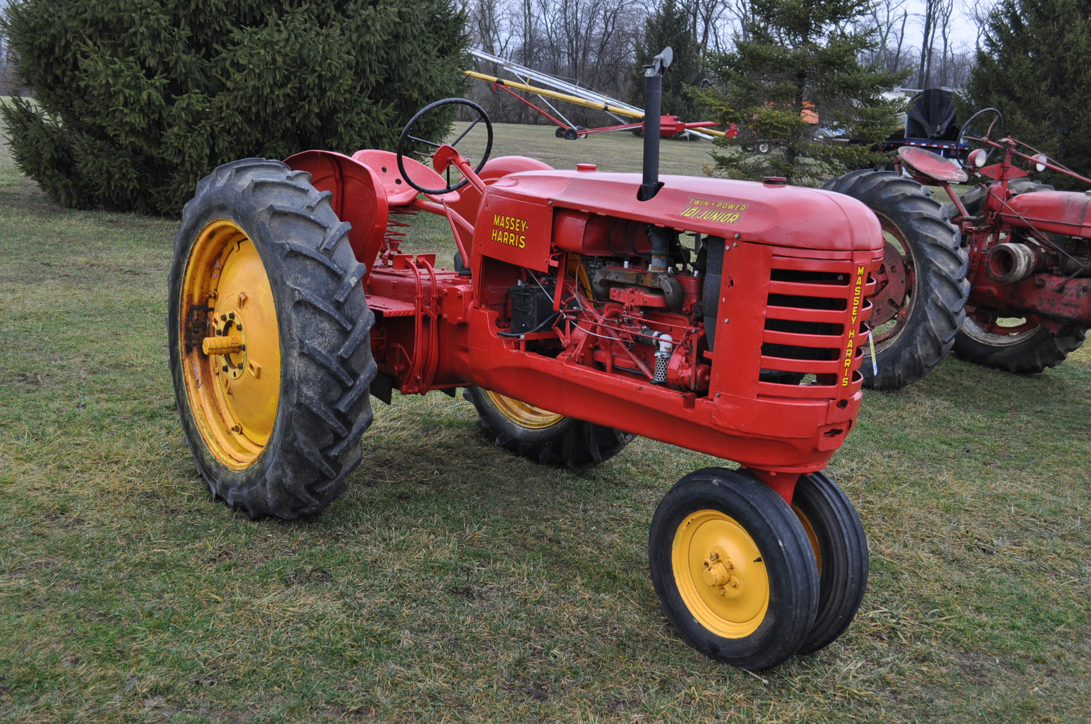 Massey Harris 101 Junior tractor, 12-38 tires, narrow front, 540 pto, SN 501605 - Image 4 of 12