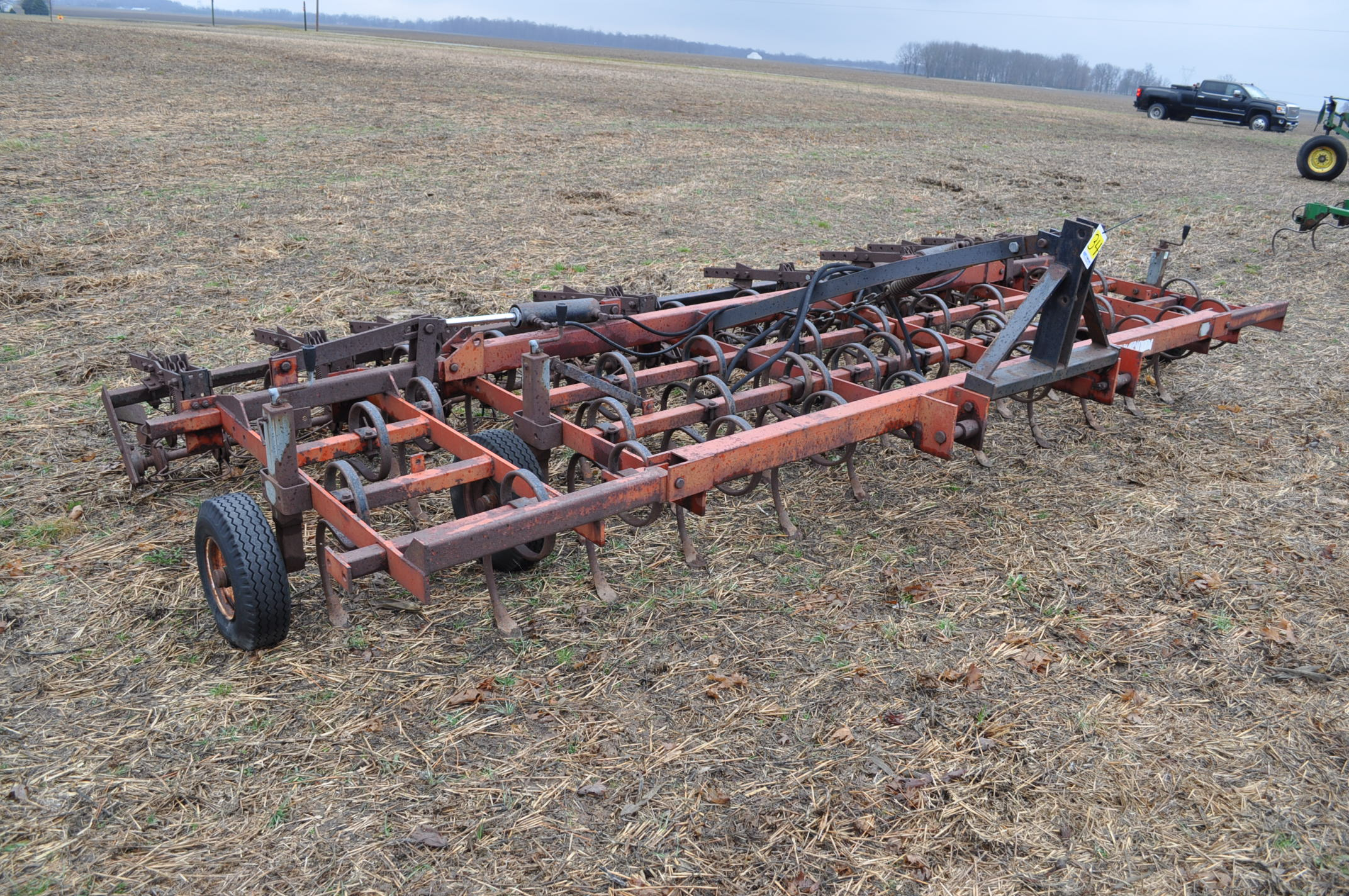 15' McKey field cultivator, Danish tine, 3 pt, hyd fold, rear baskets - Image 2 of 10