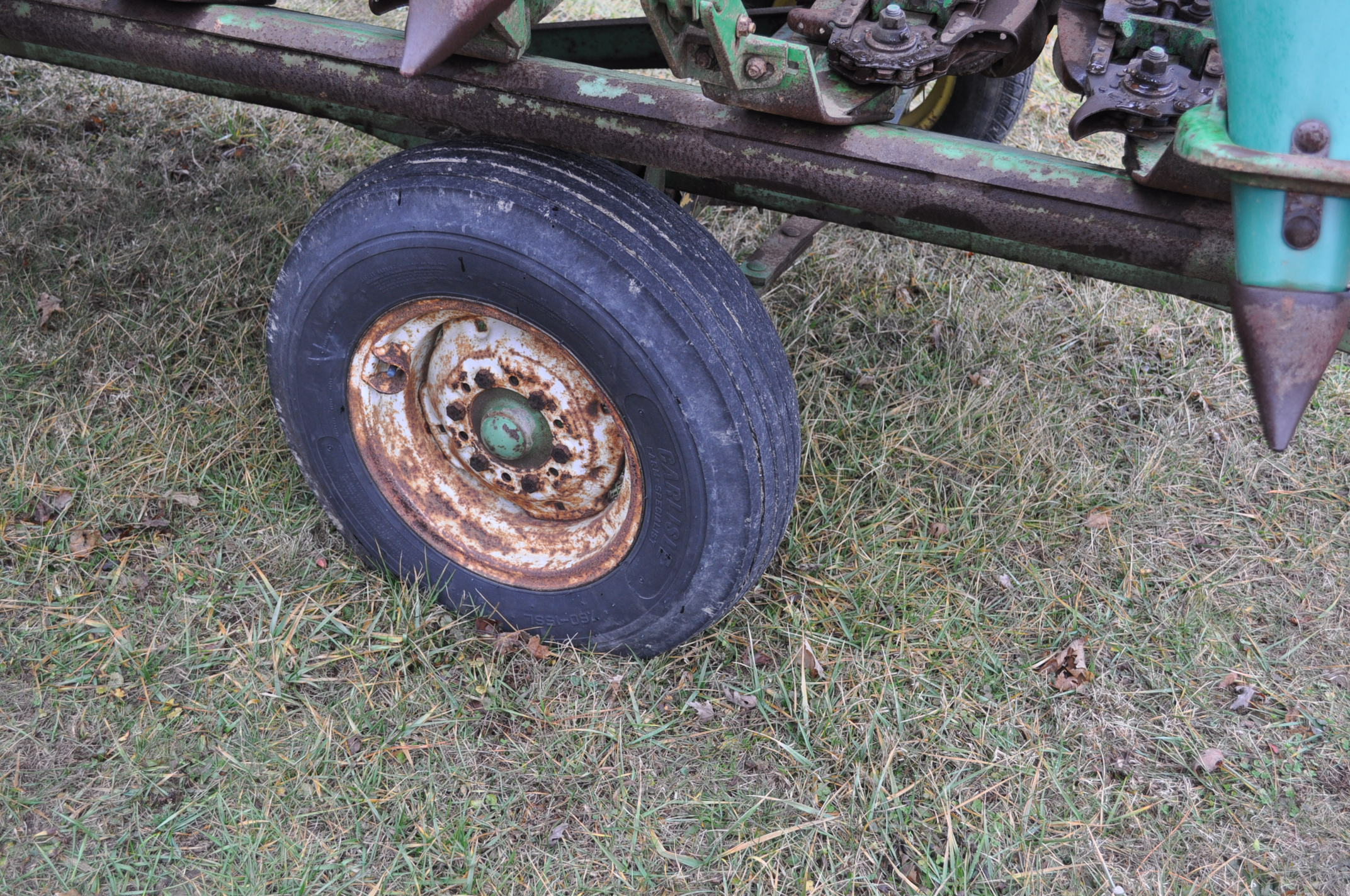 20' John Deere header wagon, 9.5 L-15 tires - Image 5 of 6
