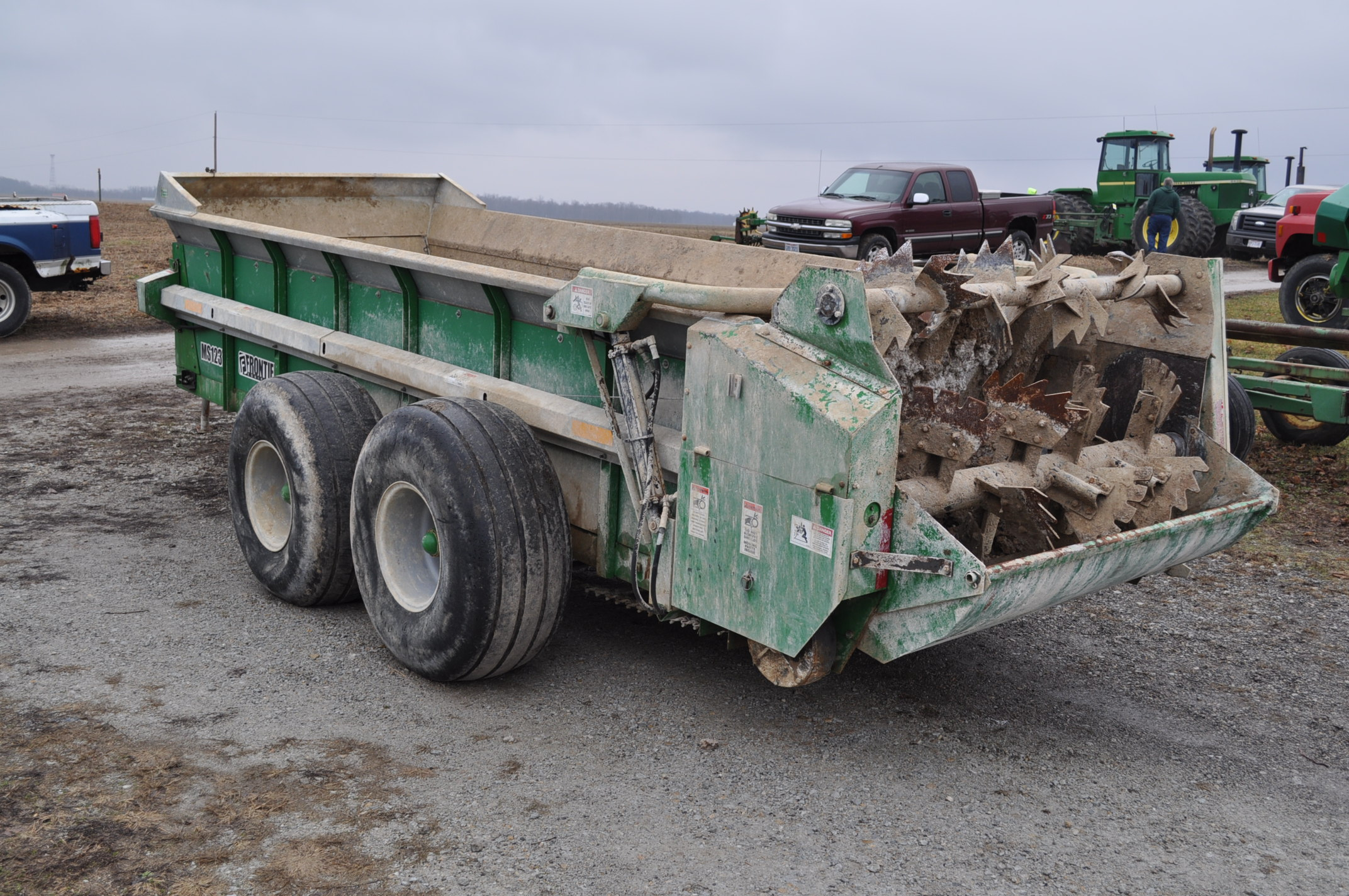 16' Frontier MS 1237 manure spreader, 540 pto, 16.5-16.1 tandem, slop gate, upper beater, has only - Image 2 of 13