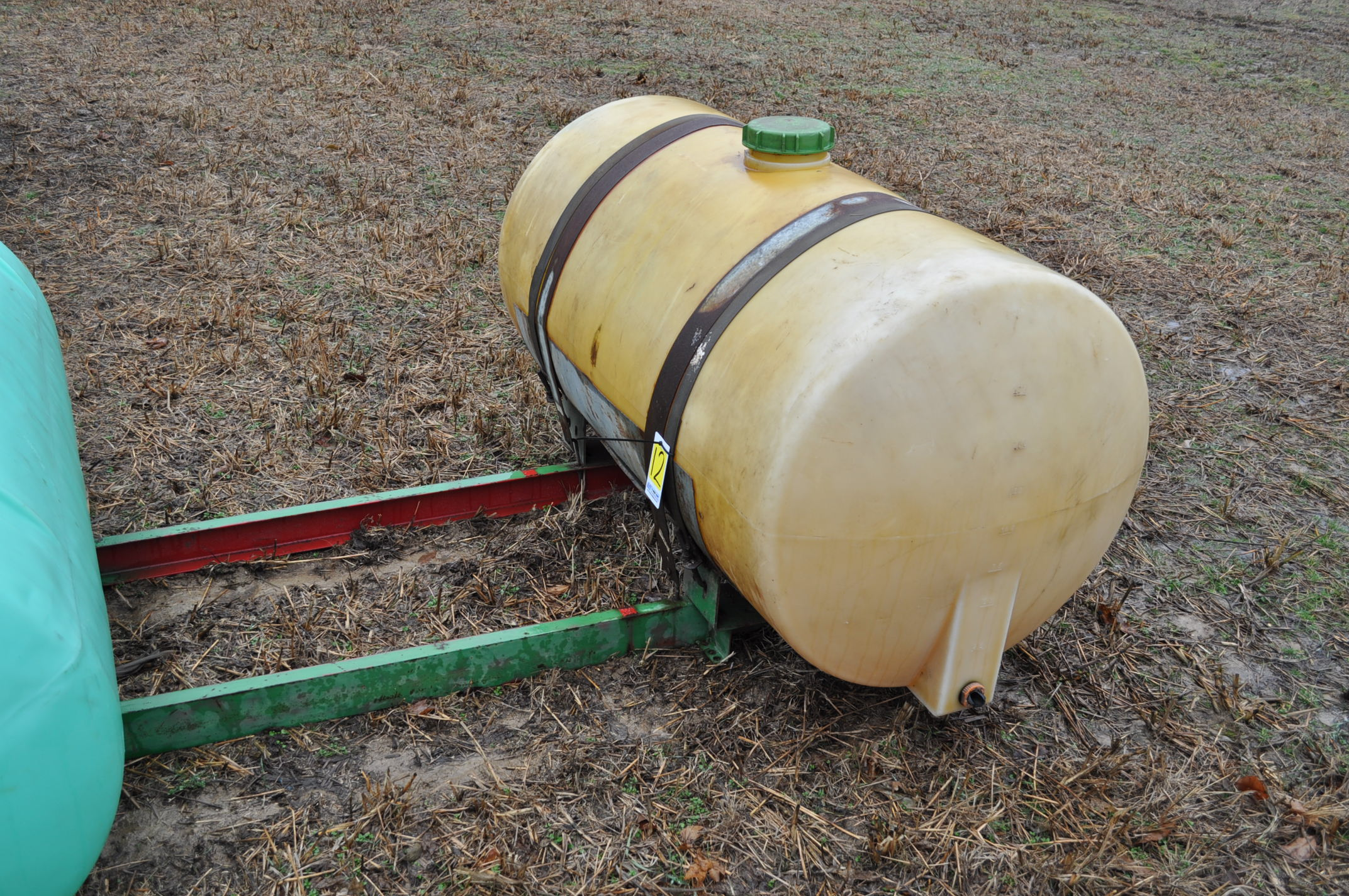 200 gallon round poly tank with cradle - Image 4 of 4