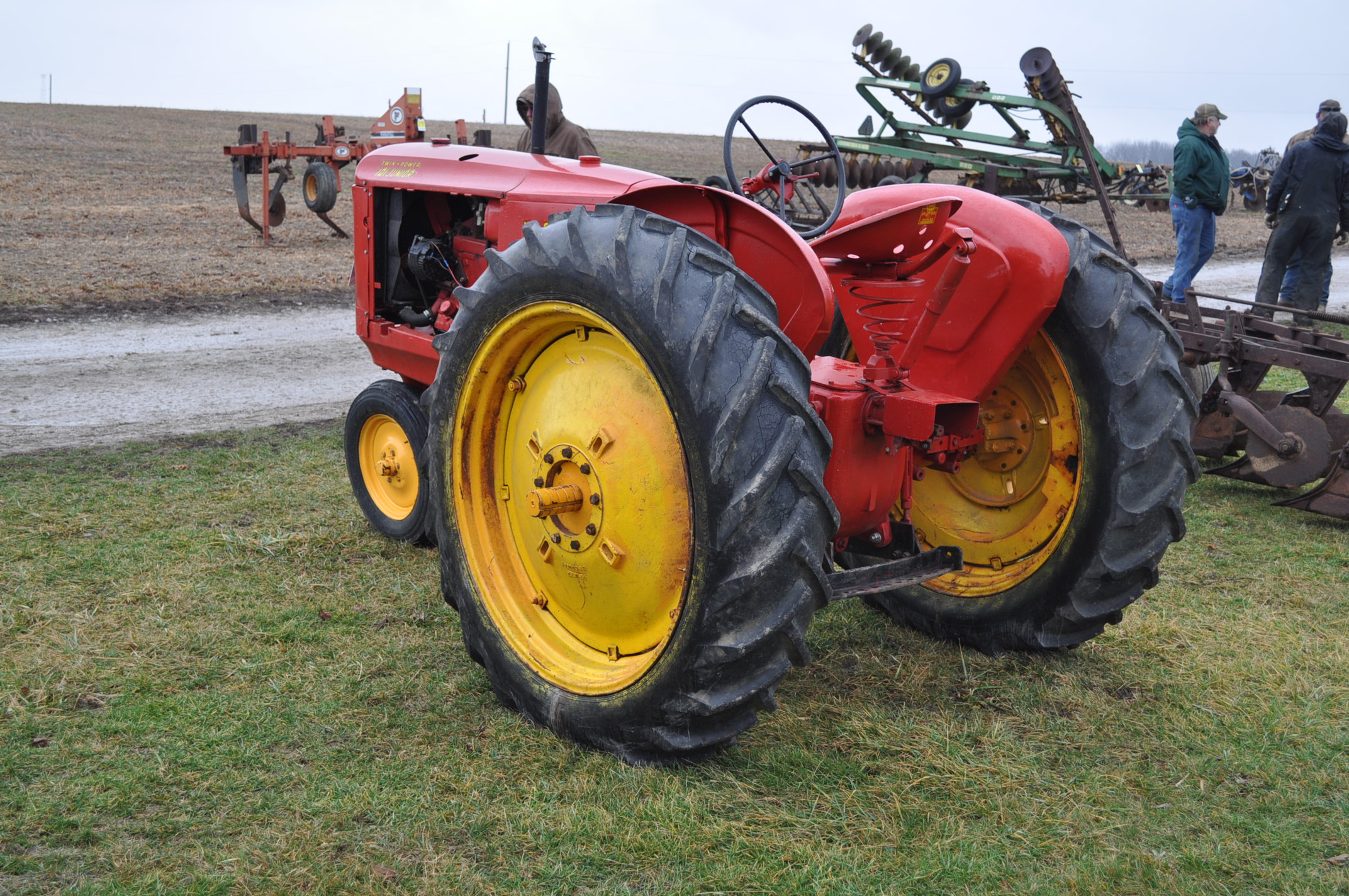 Massey Harris 101 Junior tractor, 12-38 tires, narrow front, 540 pto, SN 501605 - Image 2 of 12