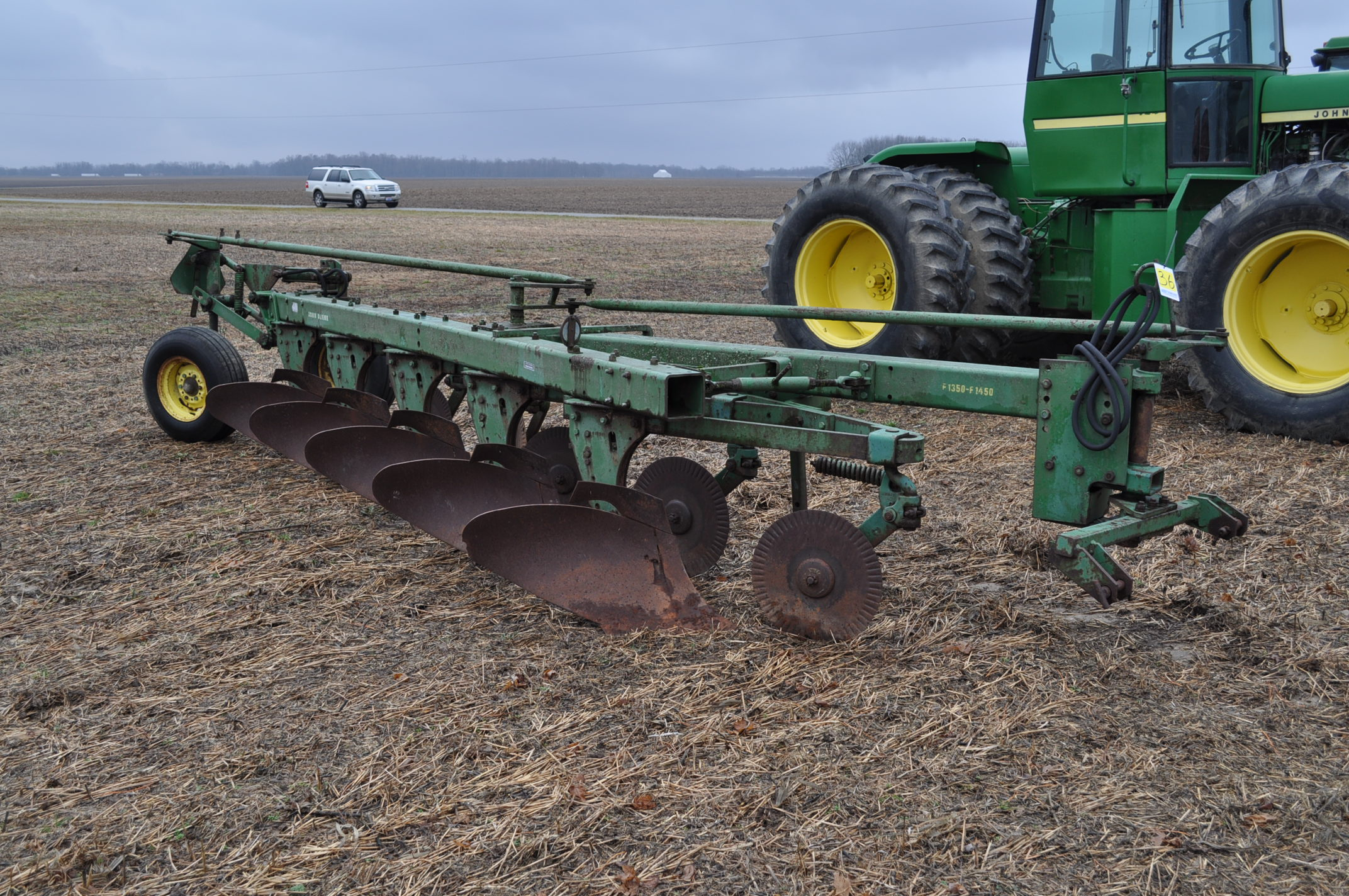 "John Deere 1350-1450 5 x 16"" plow, hyd tail wheel, coulters - Image 4 of 9"