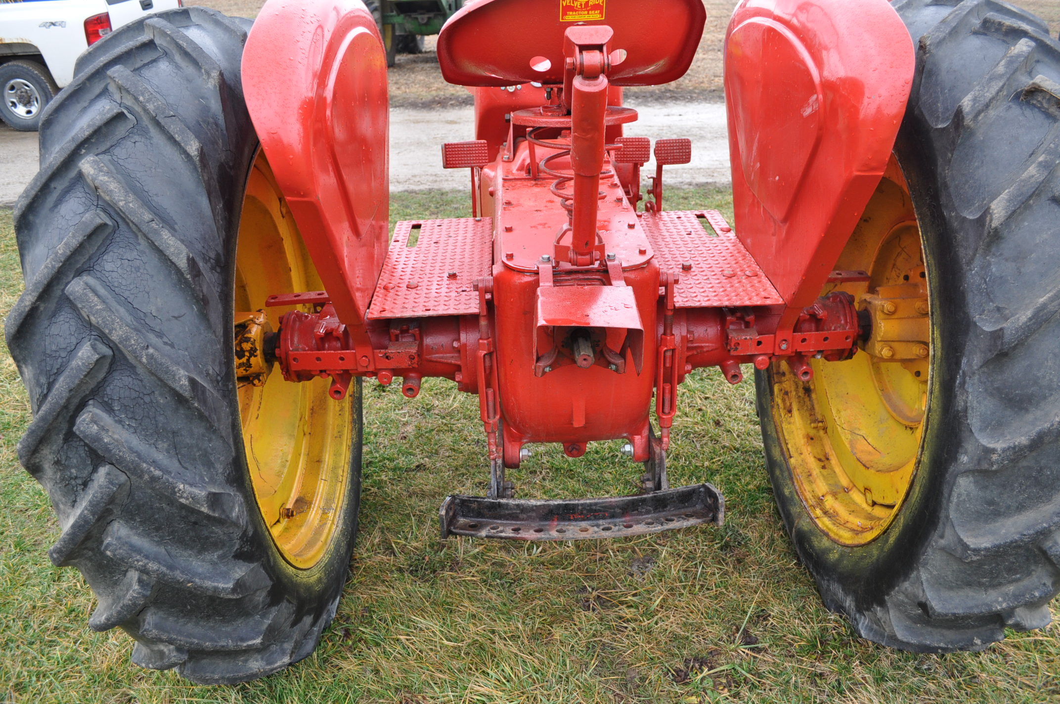 Massey Harris 101 Junior tractor, 12-38 tires, narrow front, 540 pto, SN 501605 - Image 10 of 12