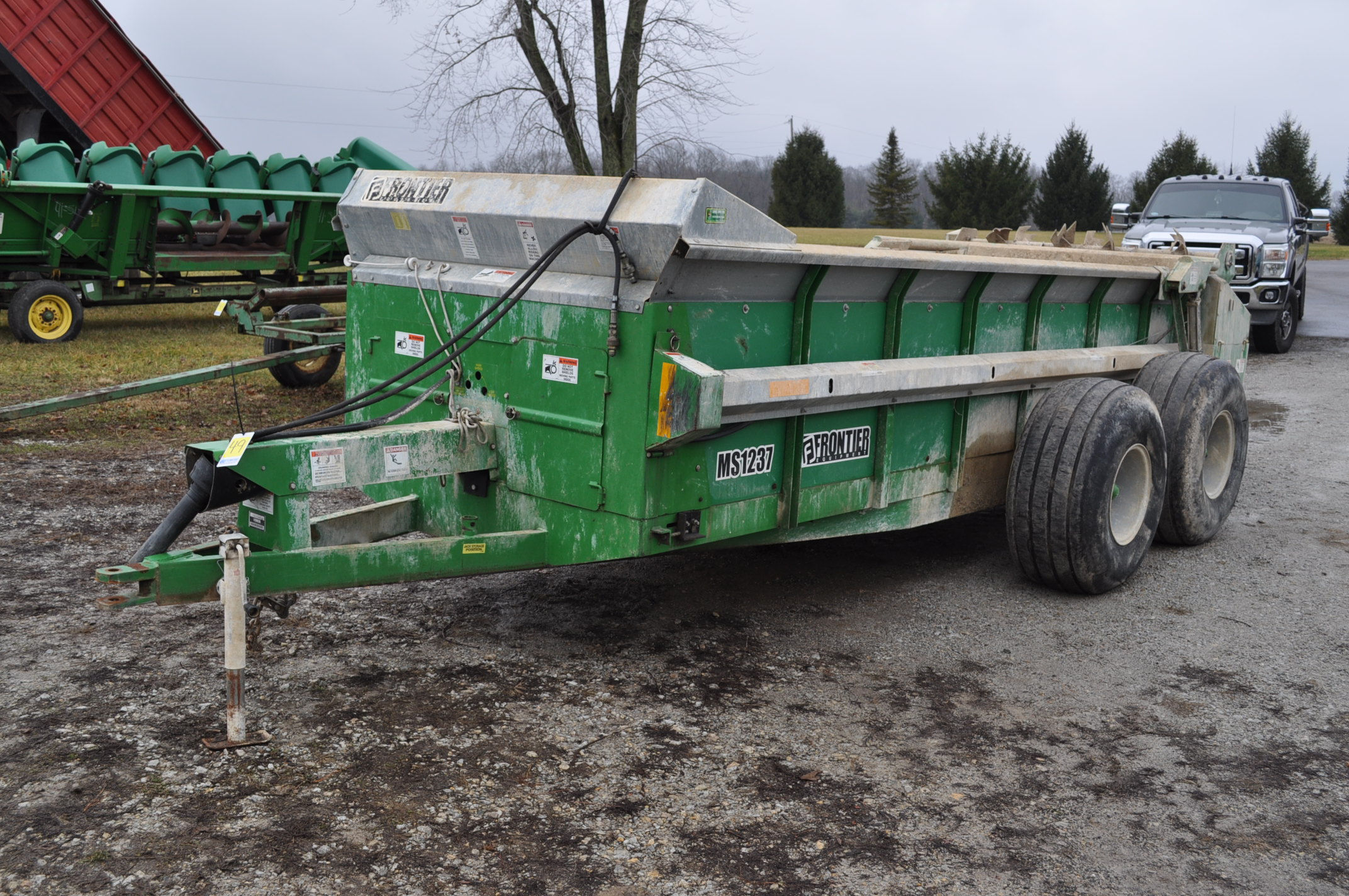 16' Frontier MS 1237 manure spreader, 540 pto, 16.5-16.1 tandem, slop gate, upper beater, has only