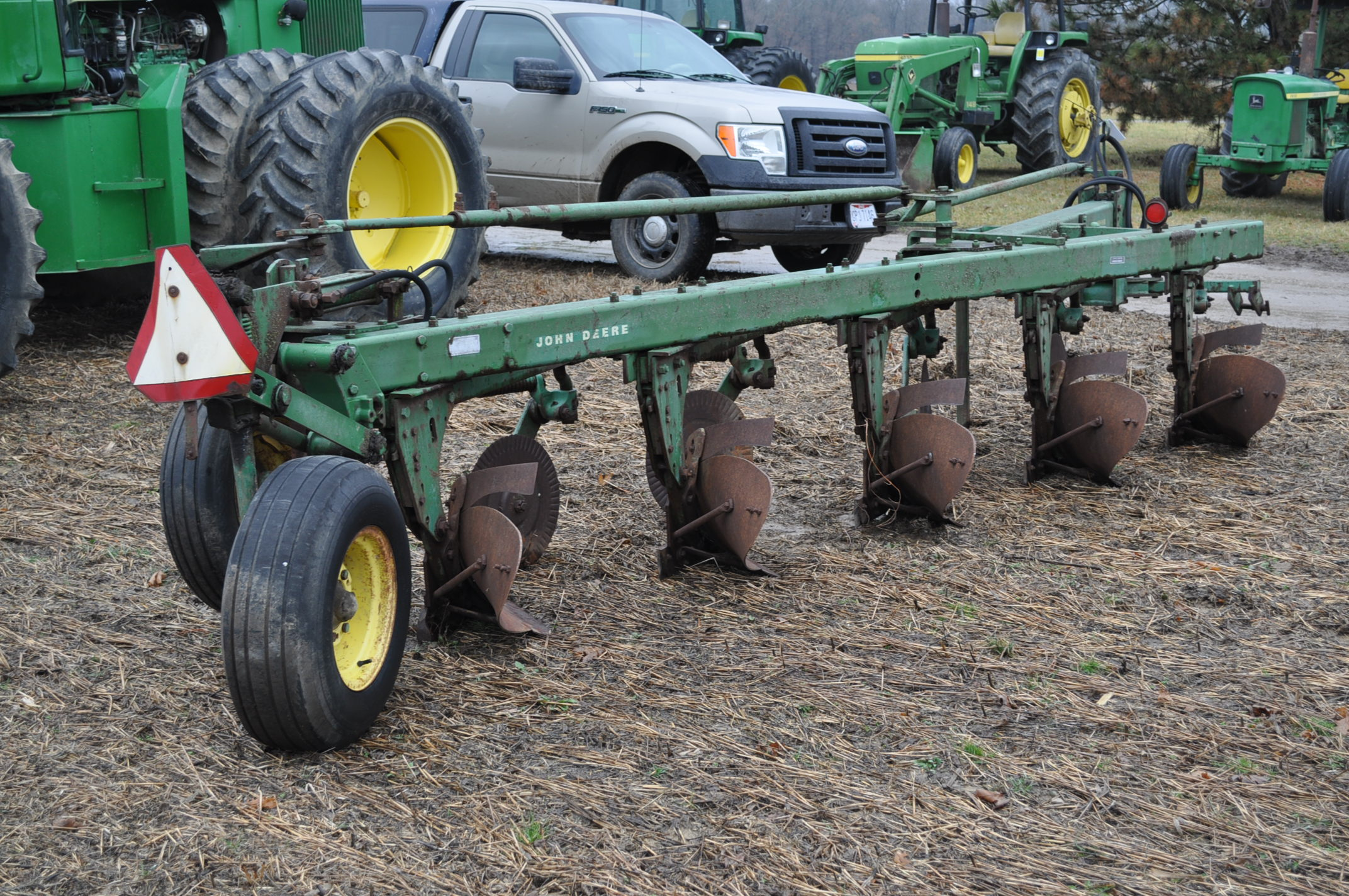 "John Deere 1350-1450 5 x 16"" plow, hyd tail wheel, coulters - Image 3 of 9"