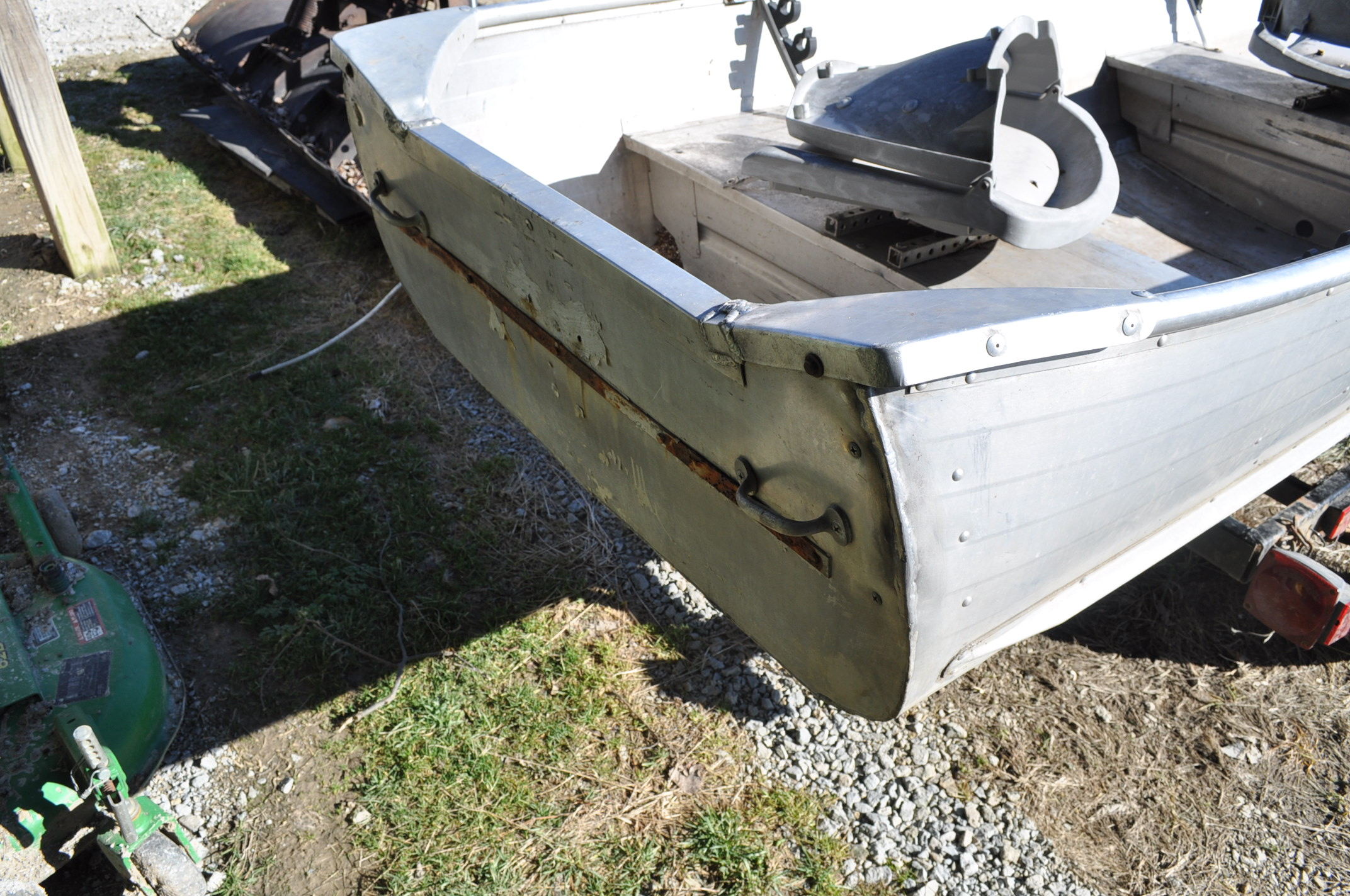 13 ½' aluminum boat w/ trailer, no motor, NO TITLE - Image 6 of 6