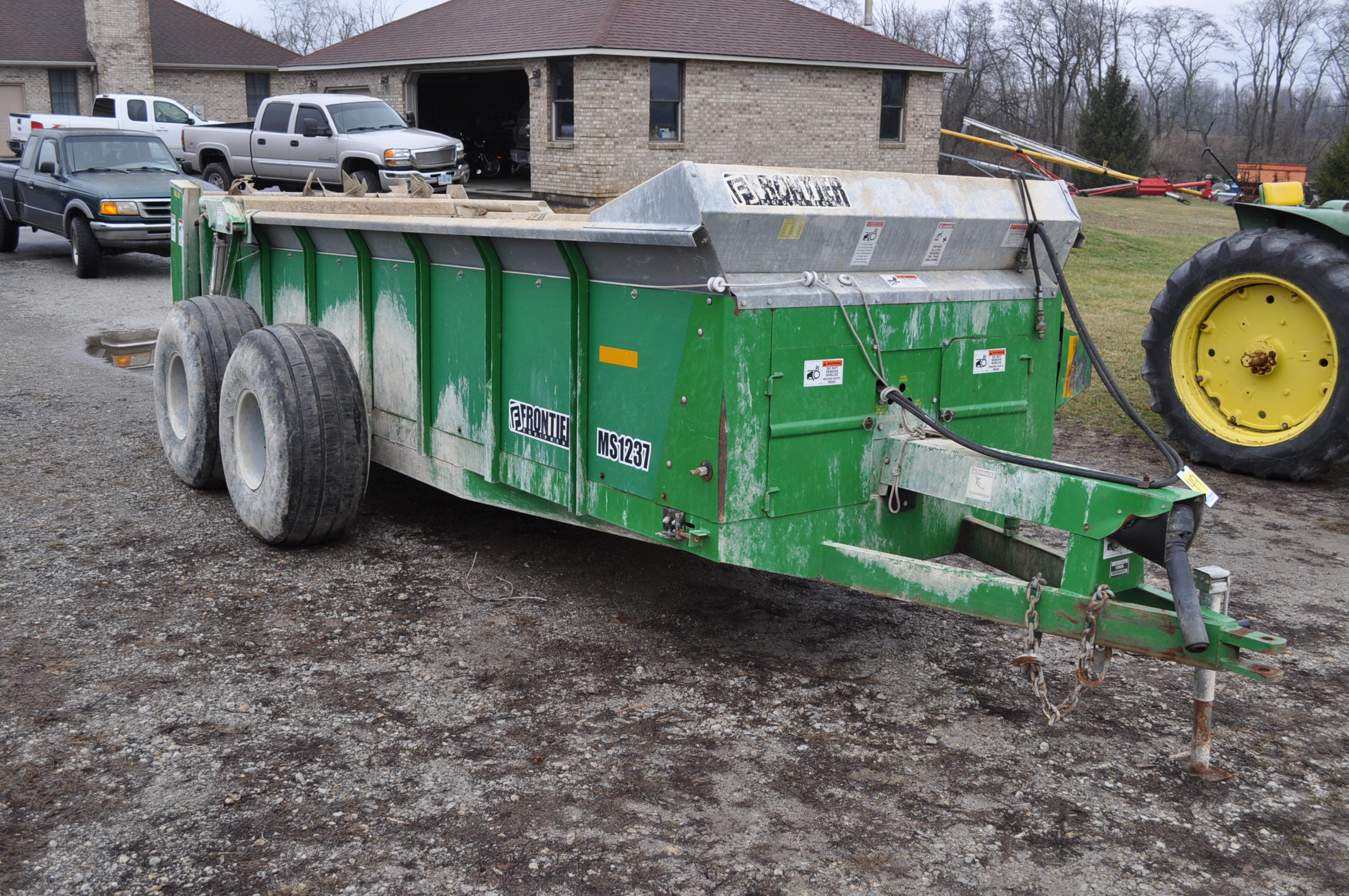 16' Frontier MS 1237 manure spreader, 540 pto, 16.5-16.1 tandem, slop gate, upper beater, has only - Image 4 of 13