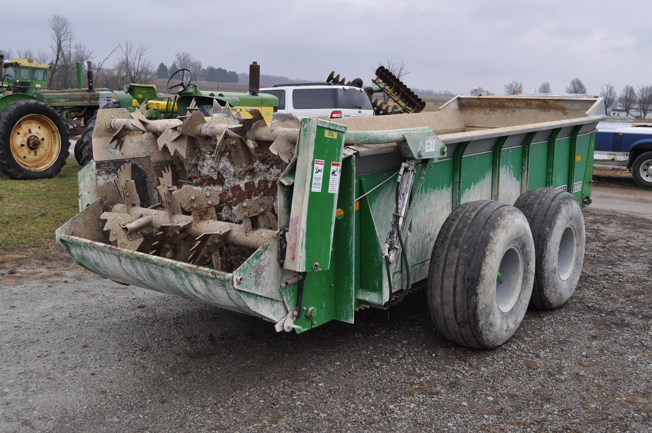 16' Frontier MS 1237 manure spreader, 540 pto, 16.5-16.1 tandem, slop gate, upper beater, has only - Image 3 of 13