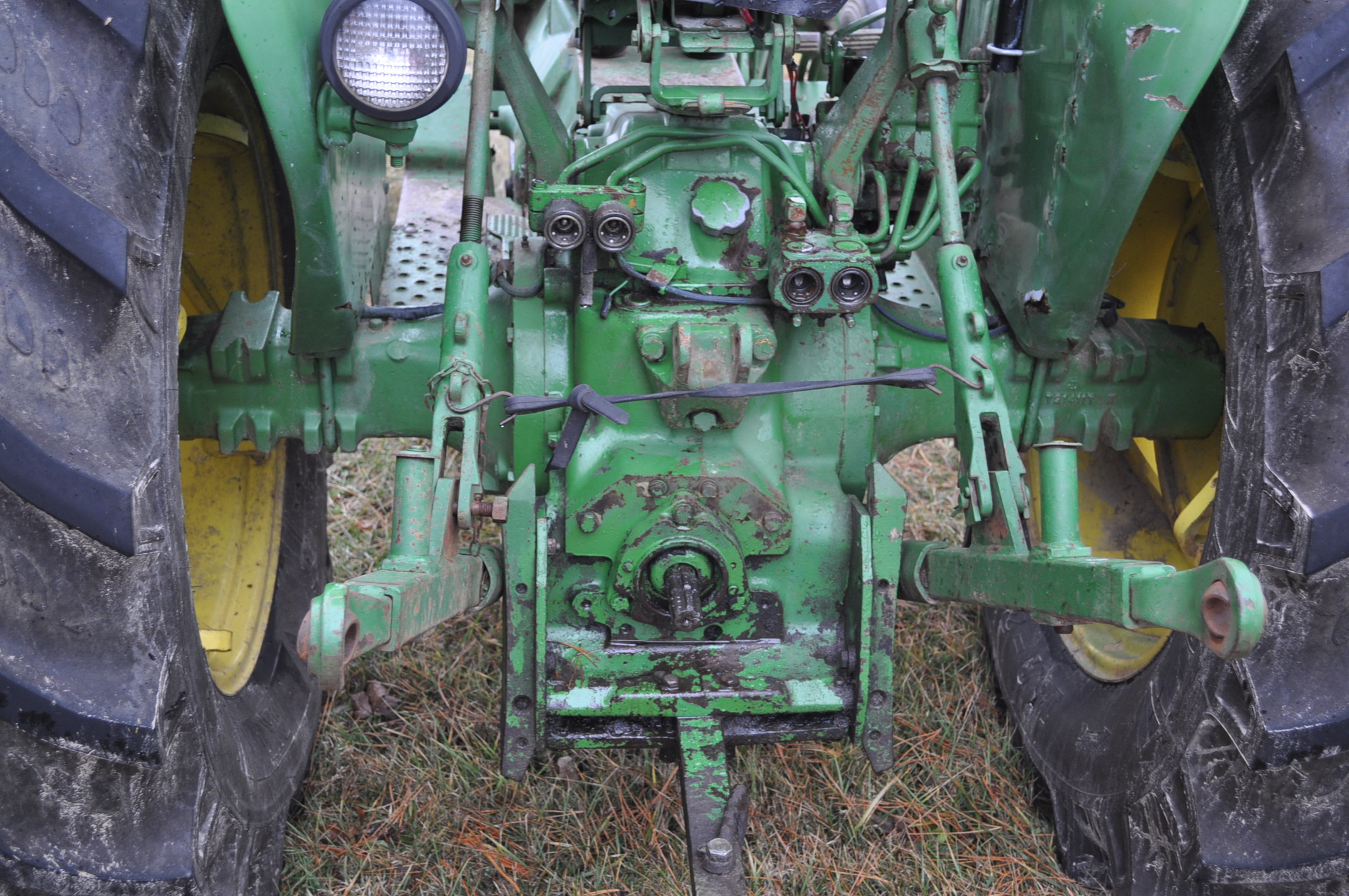 John Deere 2030 tractor, diesel, 16.9-28 rear, 7.5-15 front, canopy, power shuttle, 2 hyd remotes, - Image 13 of 20