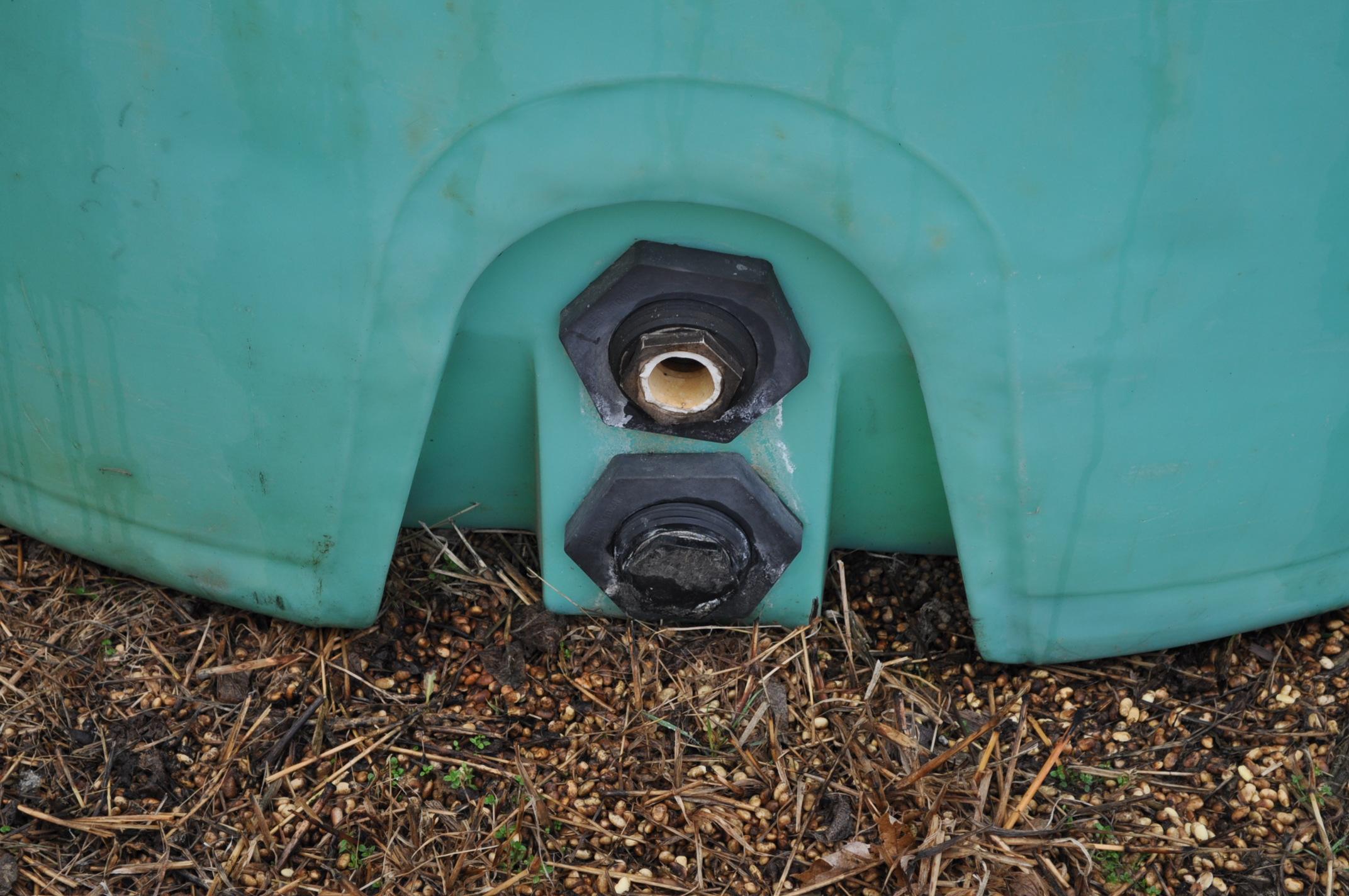 1200 gallon flat bottom poly tank - Image 2 of 5