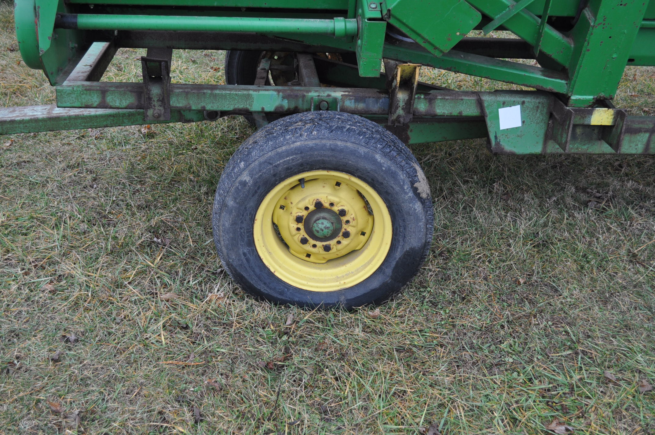 20' John Deere header wagon, 9.5 L-15 tires - Image 2 of 6