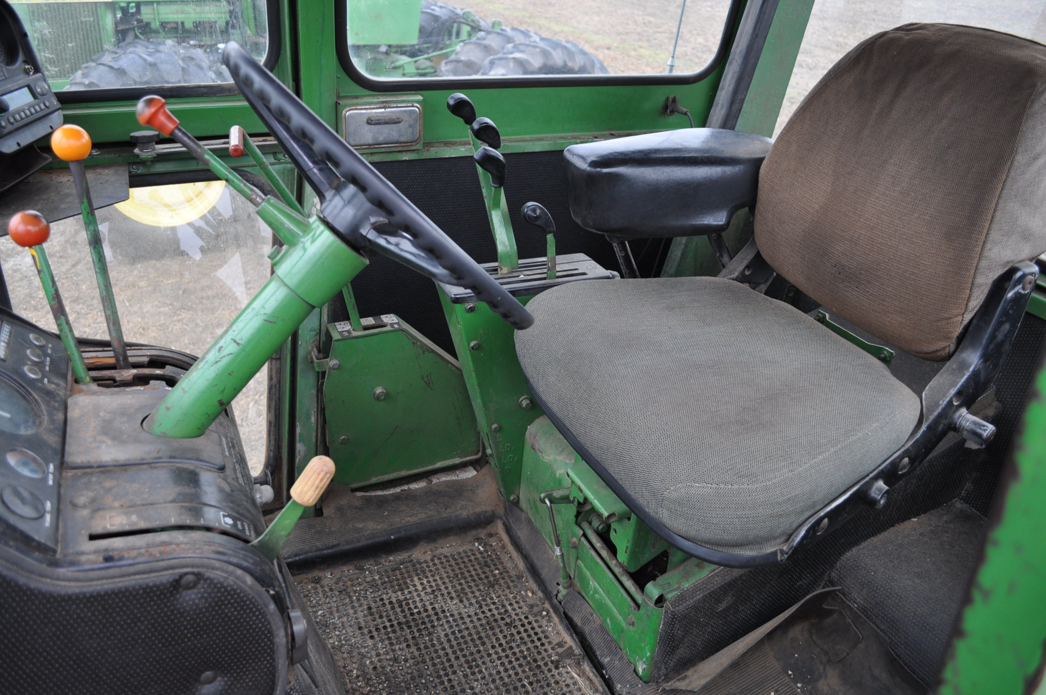 John Deere 7520 tractor, 4WD, diesel, 18.4-34 duals, original fenders, CHA, cab interior kit, 3 - Image 14 of 24