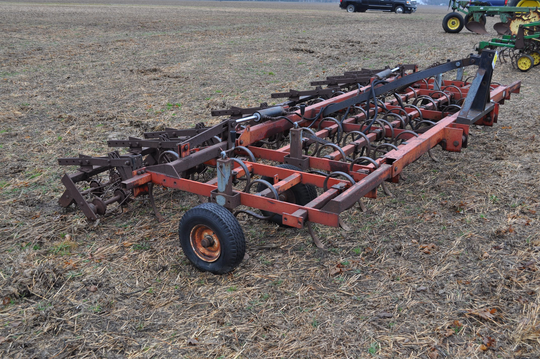 15' McKey field cultivator, Danish tine, 3 pt, hyd fold, rear baskets - Image 5 of 10