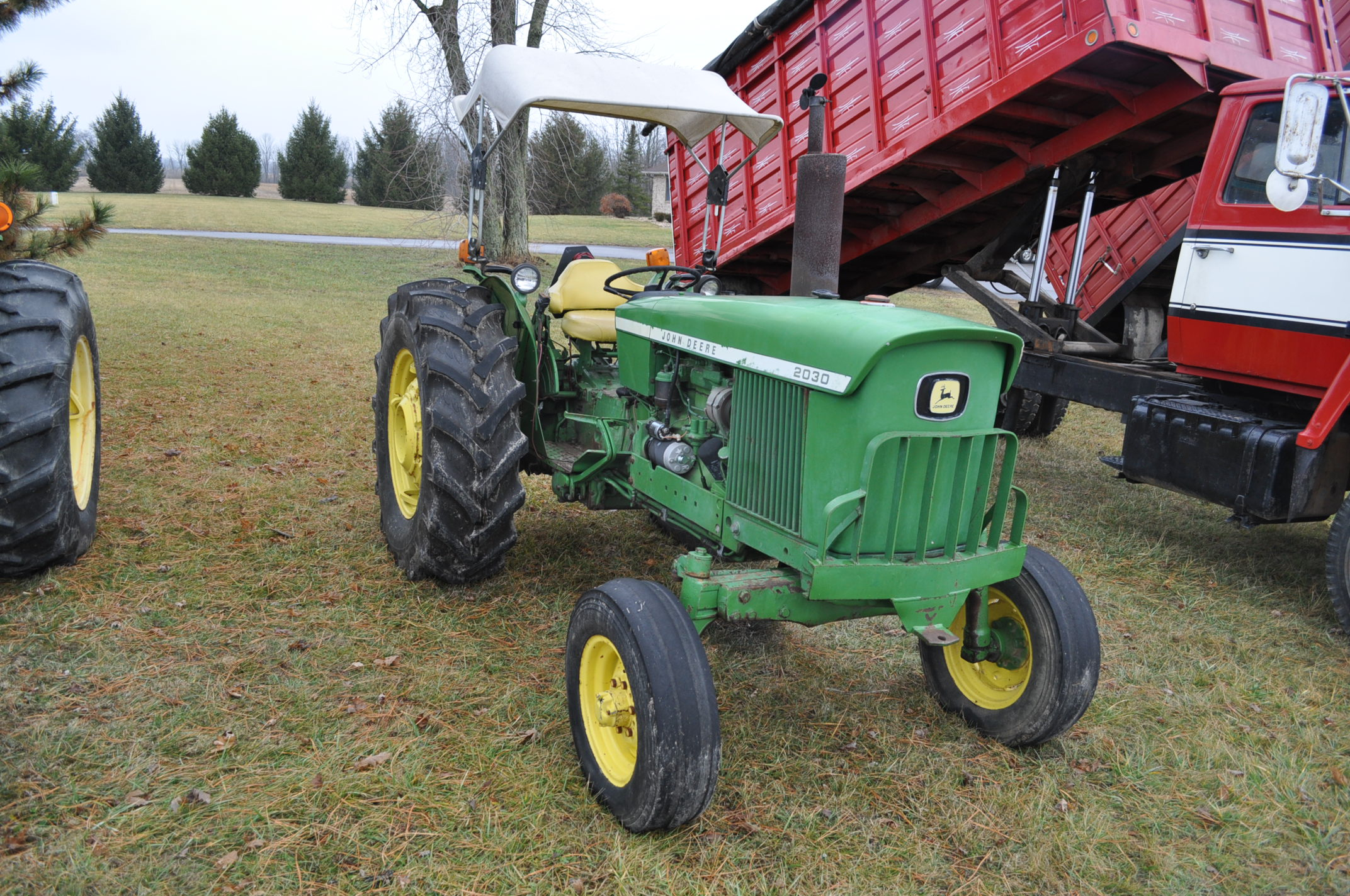 John Deere 2030 tractor, diesel, 16.9-28 rear, 7.5-15 front, canopy, power shuttle, 2 hyd remotes, - Image 4 of 20
