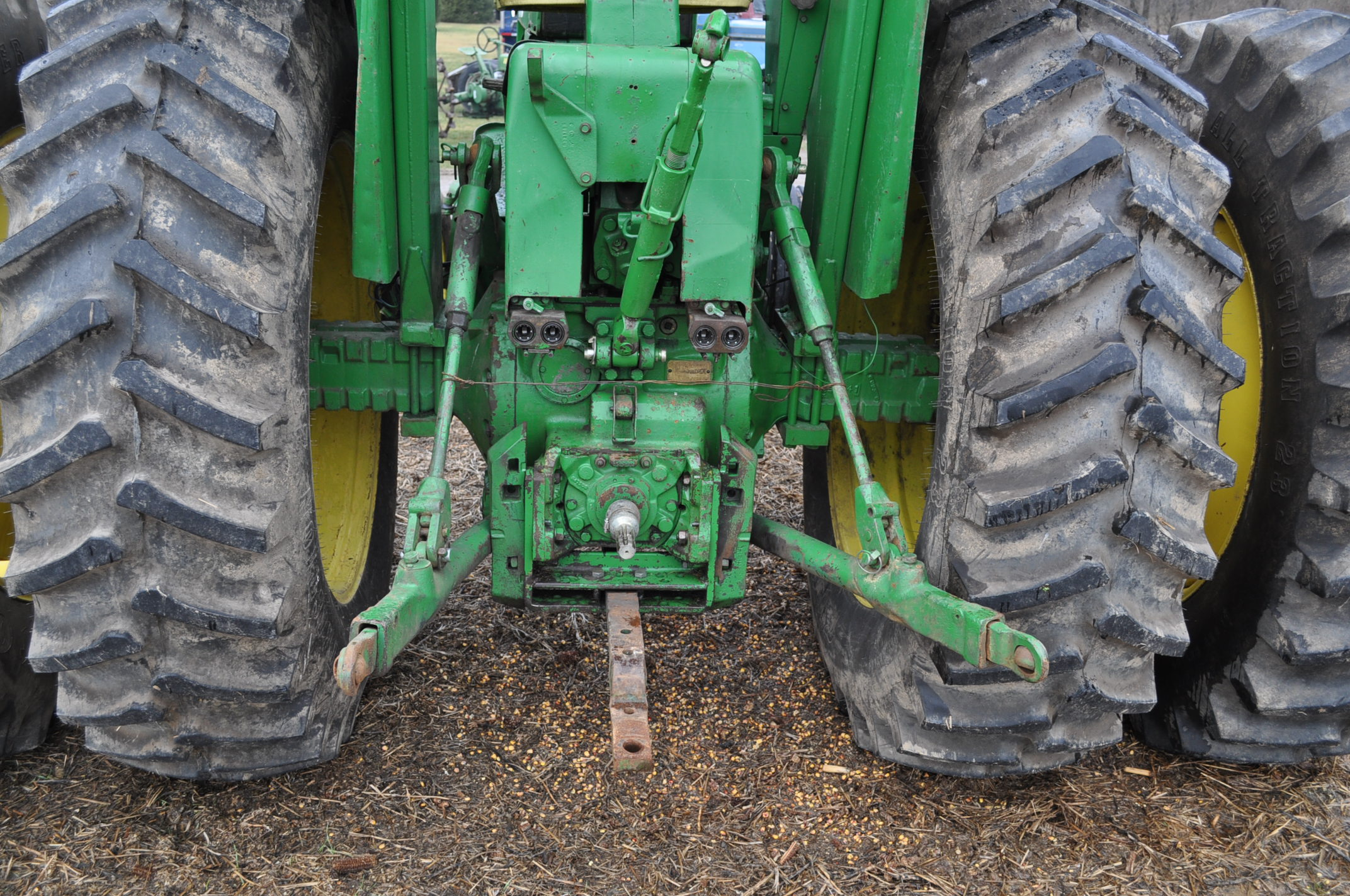 John Deere 4320 tractor, diesel, 18.4-38 duals, 10.00-16 wide front, Syncro, 2 hyd remotes, 540/1000 - Image 13 of 20