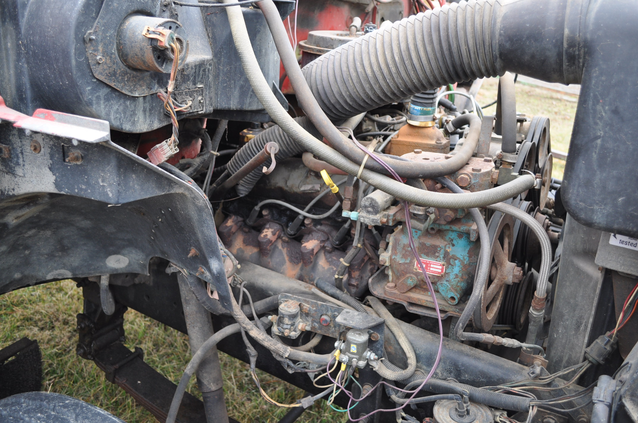 1988 Ford F800 grain truck, single axle, 427 V-8, auto, 11 R 22.5 tires, 16' Omaha Standard bed, - Image 6 of 17