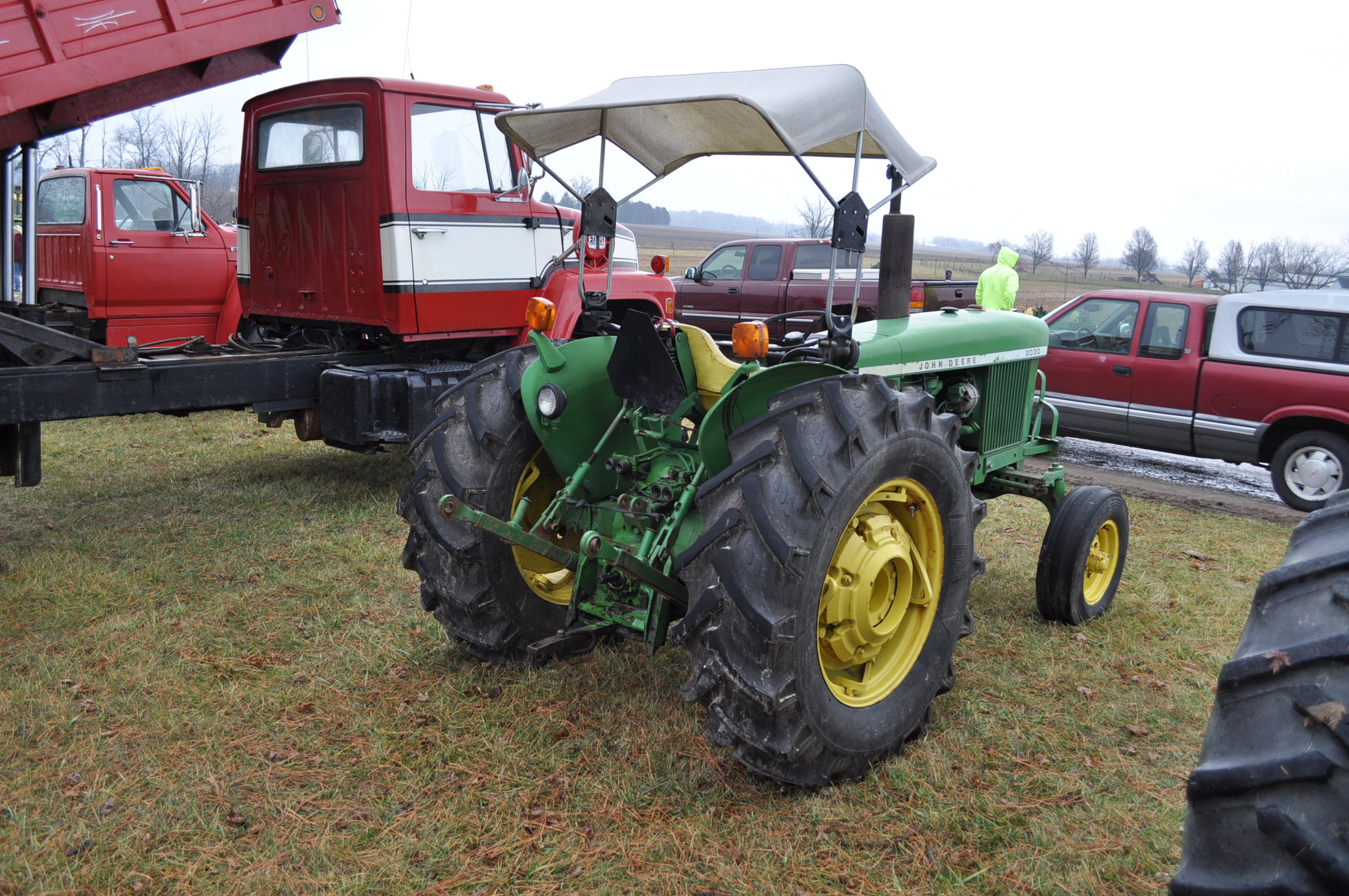 John Deere 2030 tractor, diesel, 16.9-28 rear, 7.5-15 front, canopy, power shuttle, 2 hyd remotes, - Image 3 of 20