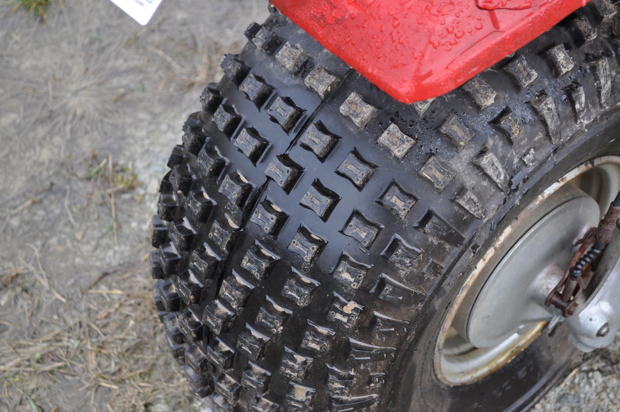 Honda Big Red 3-wheeler, new 25 x 12.00-9 tires - Image 5 of 8