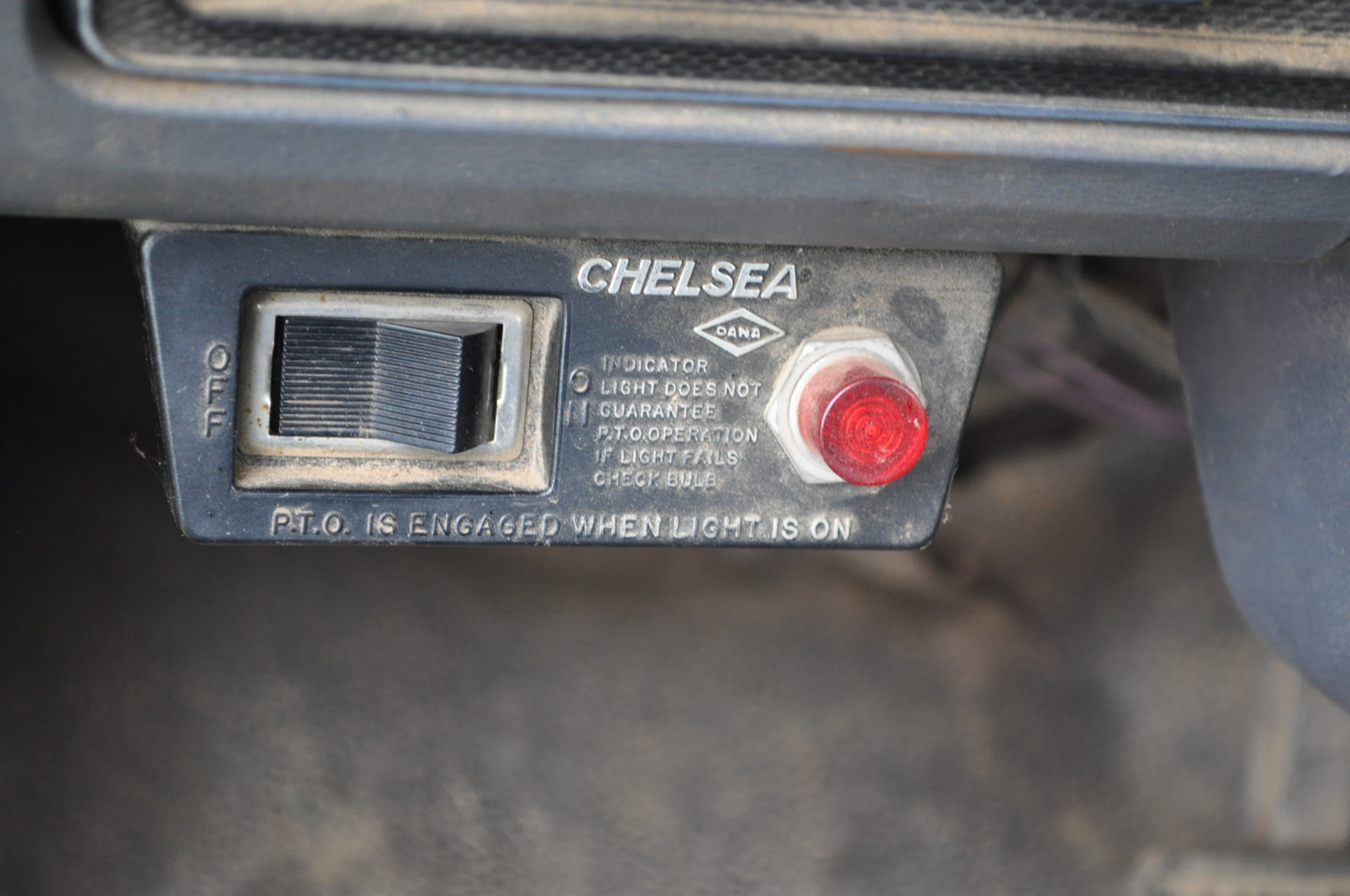 1988 Ford F800 grain truck, single axle, 427 V-8, auto, 11 R 22.5 tires, 16' Omaha Standard bed, - Image 16 of 17