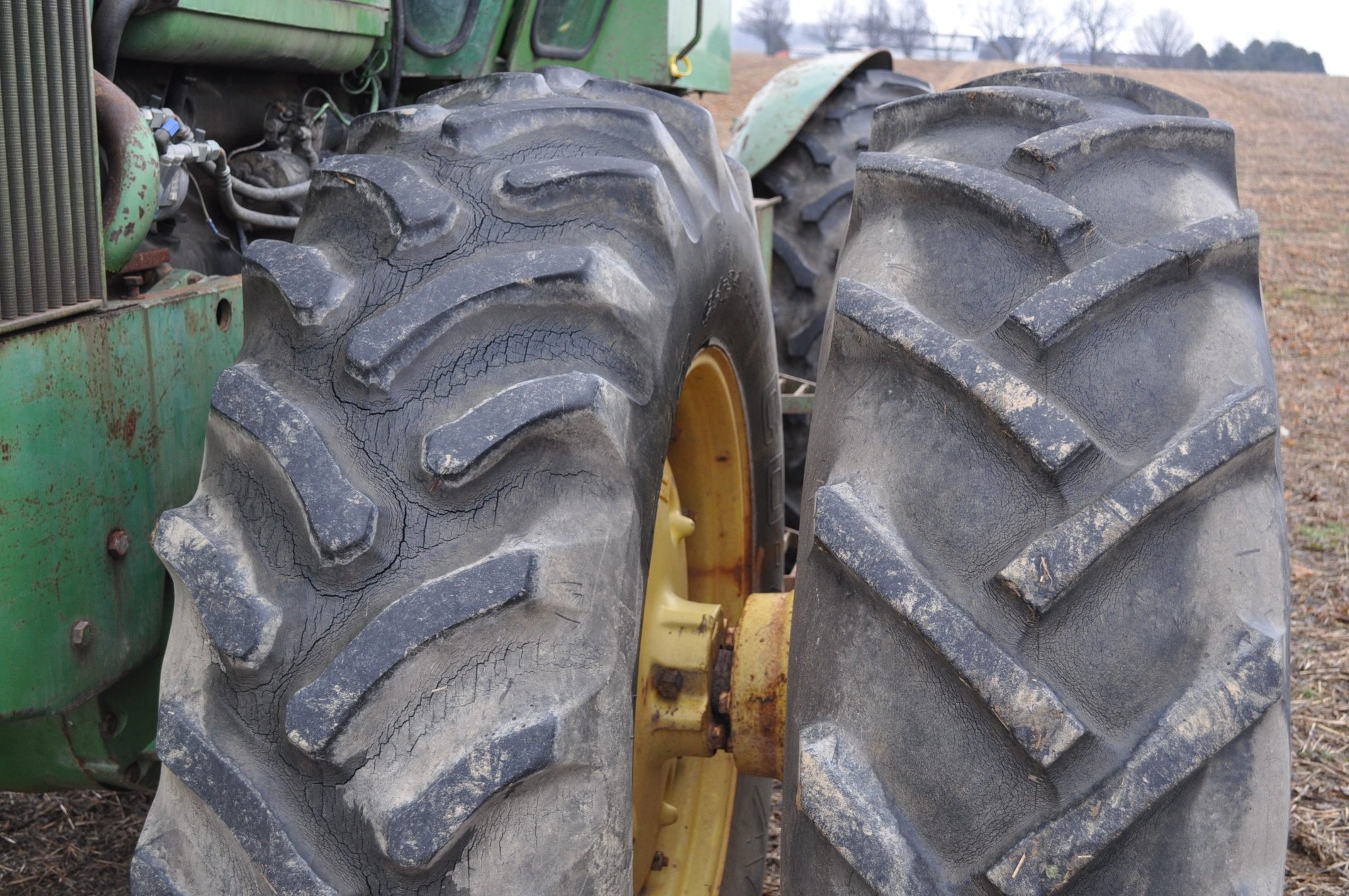 John Deere 7520 tractor, 4WD, diesel, 18.4-34 duals, original fenders, CHA, cab interior kit, 3 - Image 5 of 24
