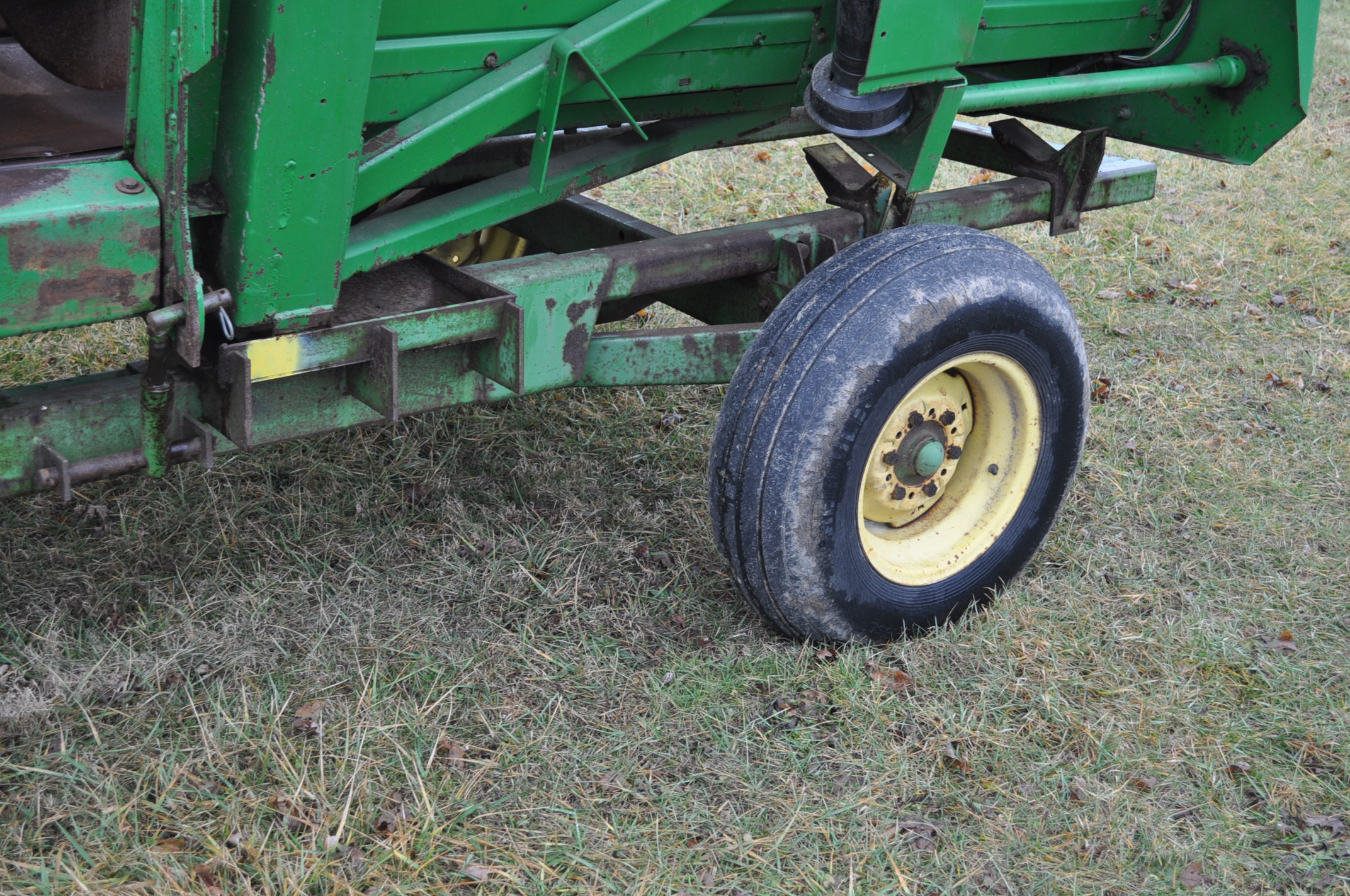 20' John Deere header wagon, 9.5 L-15 tires - Image 3 of 6