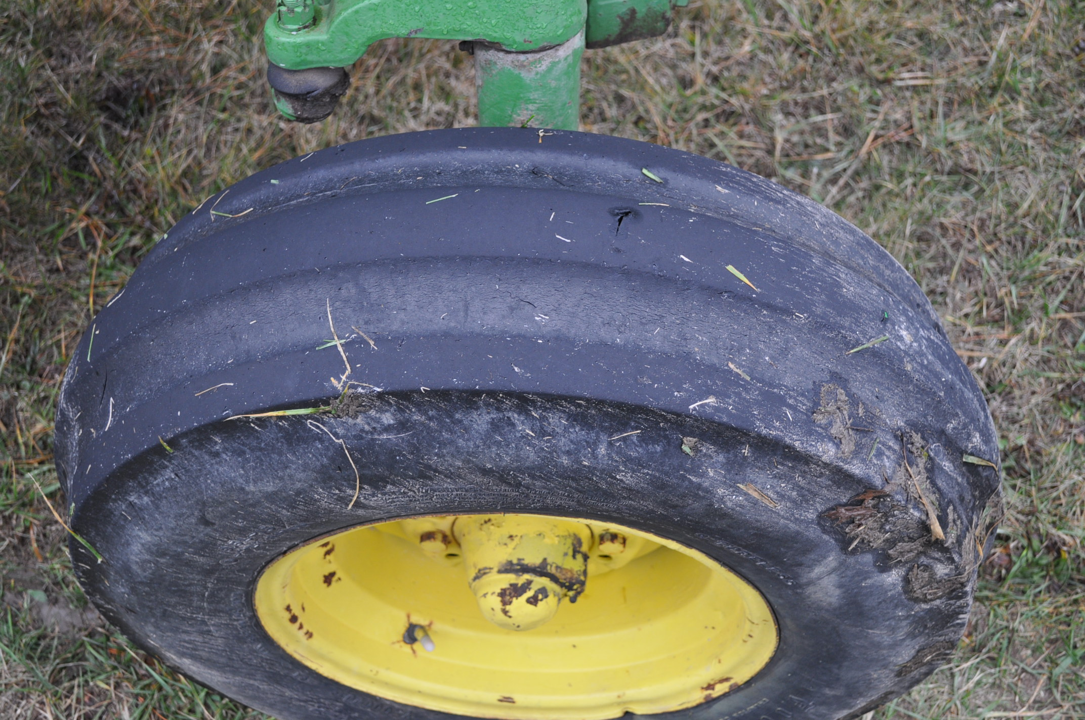 John Deere 4030 tractor, diesel, 18.4-34 rear duals, rear wts, 9.5-15 front, 4-post canopy, Syncro, - Image 8 of 26