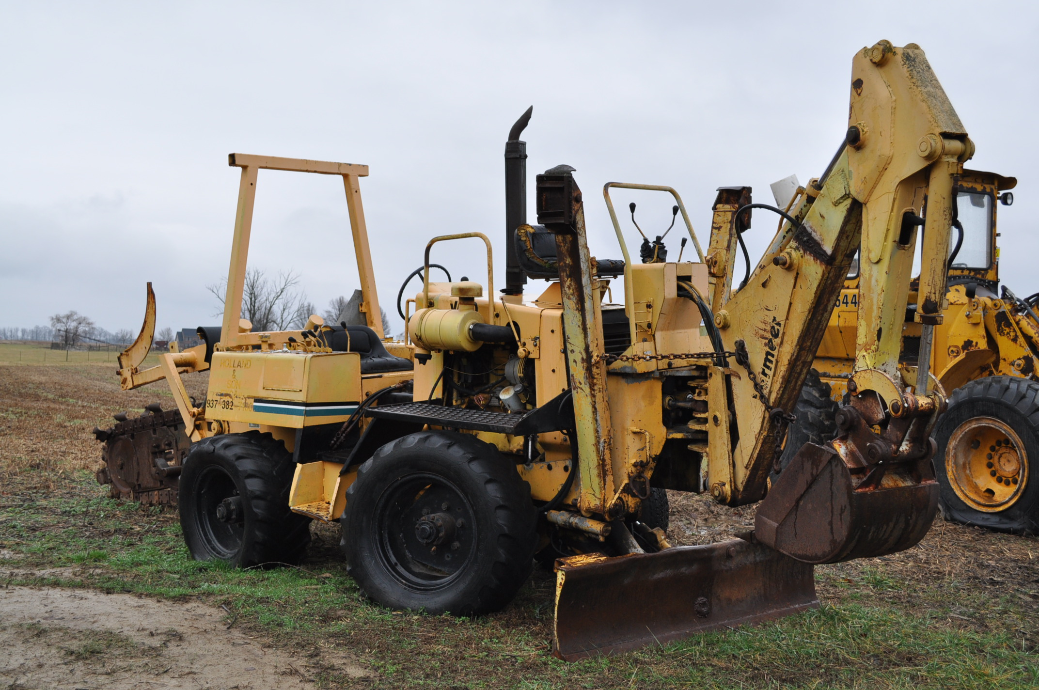Vermeer V450 Trencher, parts machine, backhoe attachment, JD diesel, SN 1VRF082L2H1000460 - Image 4 of 15