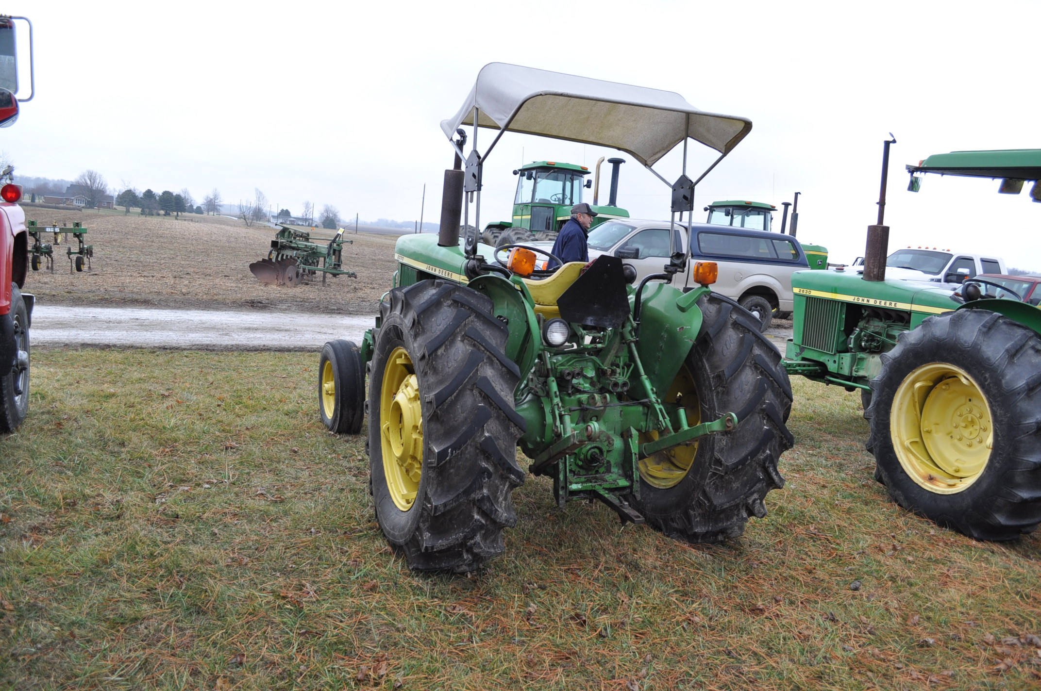 John Deere 2030 tractor, diesel, 16.9-28 rear, 7.5-15 front, canopy, power shuttle, 2 hyd remotes, - Image 2 of 20