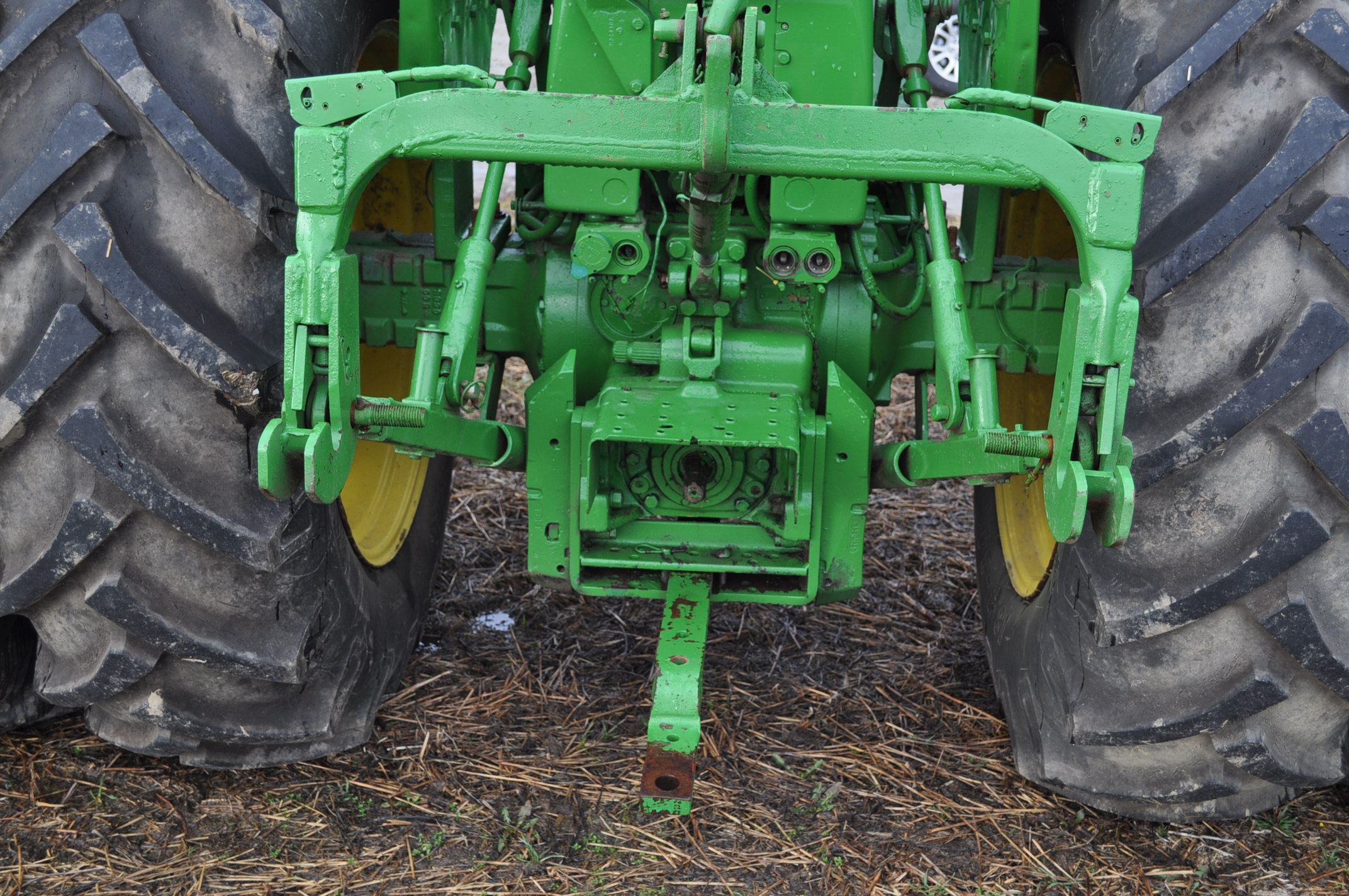 John Deere 3020 tractor, diesel, 18.4-34 rear, clamp on duals, 11L-15 narrow front, Syncro, 2 - Image 11 of 15