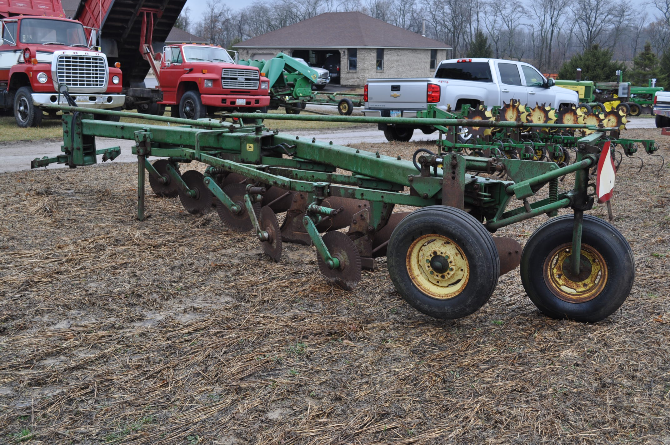 "John Deere 1350-1450 5 x 16"" plow, hyd tail wheel, coulters - Image 2 of 9"