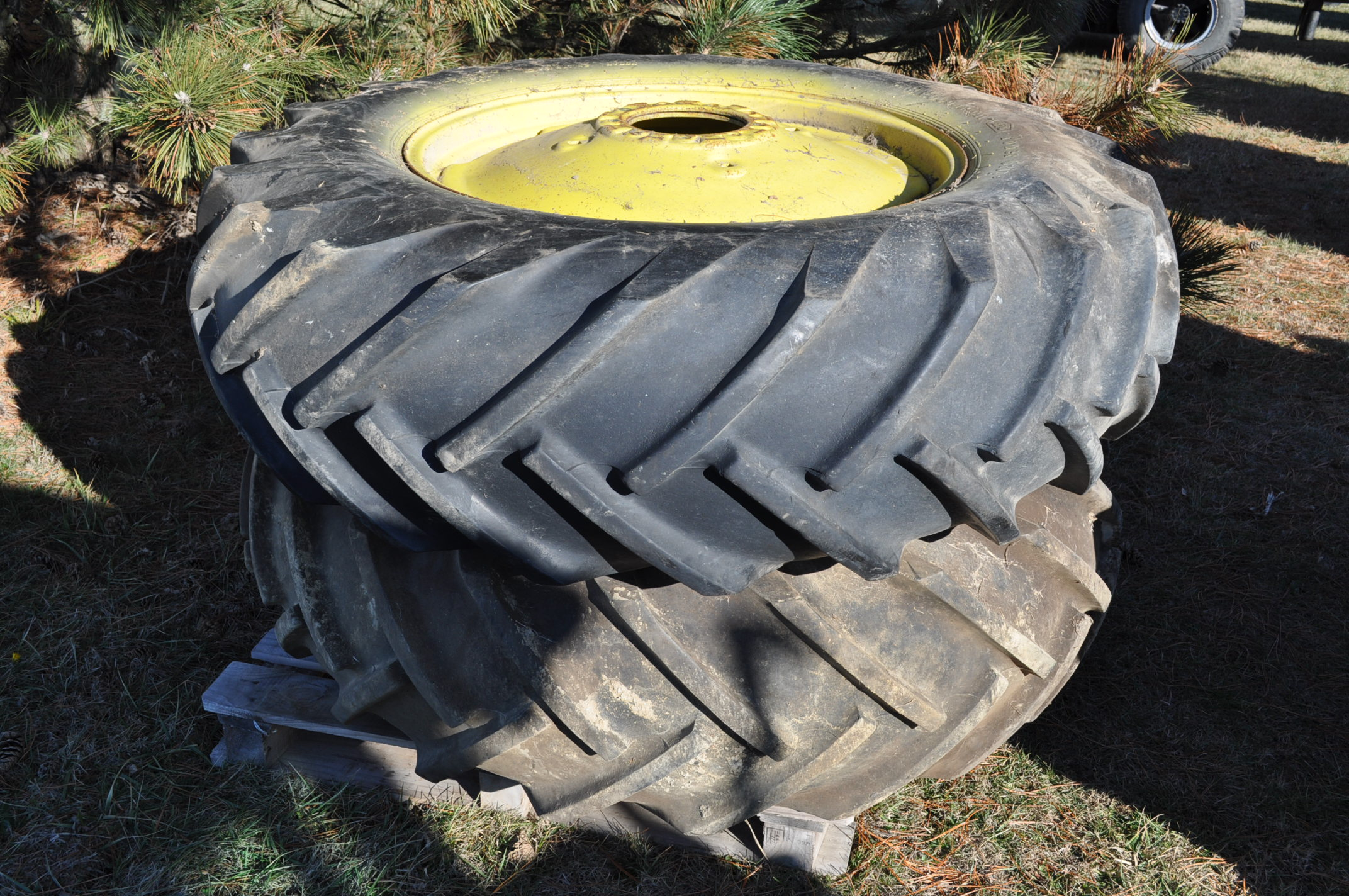 John Deere 4030 tractor, diesel, 18.4-34 rear duals, rear wts, 9.5-15 front, 4-post canopy, Syncro, - Image 24 of 26