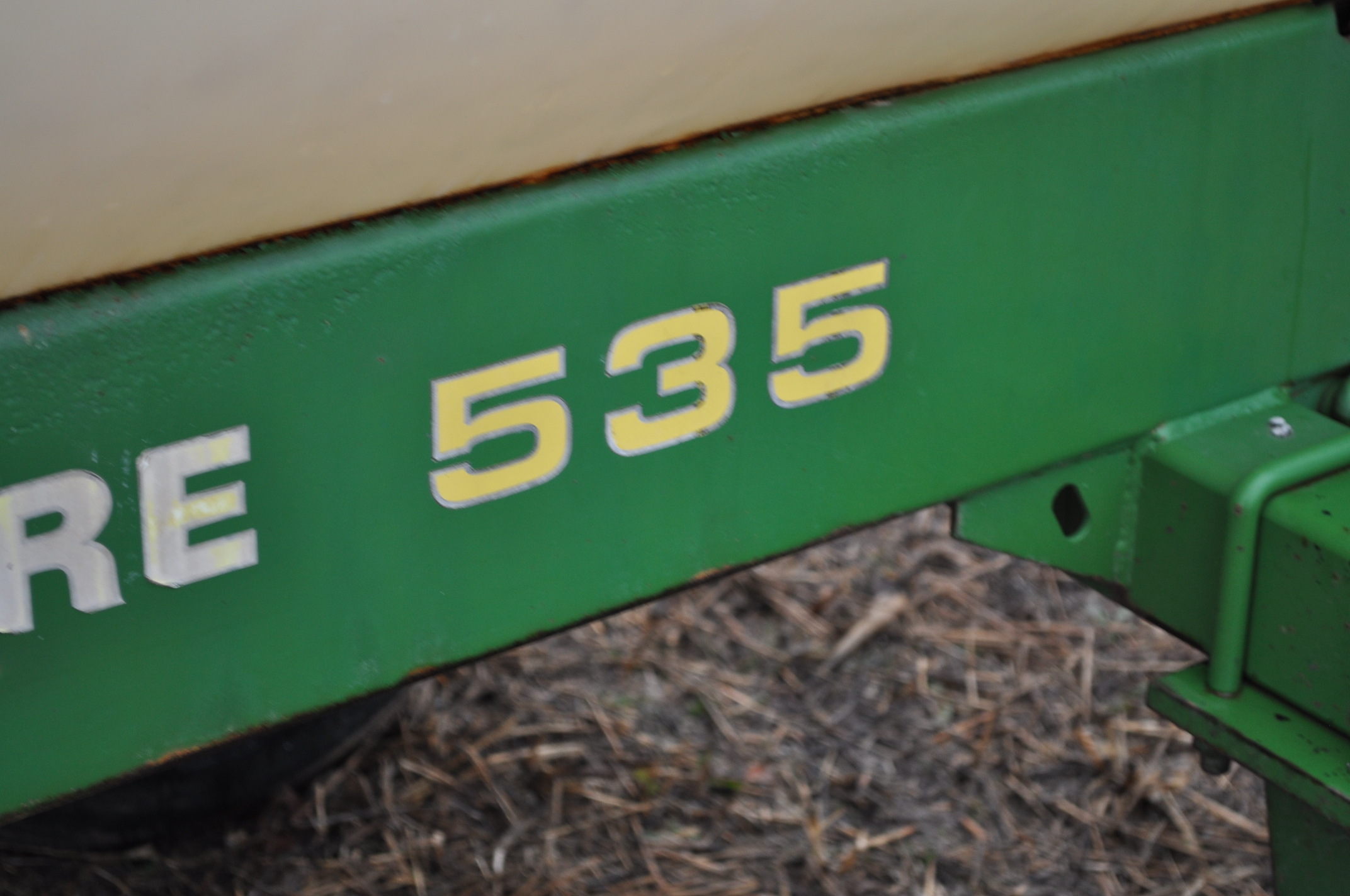 John Deere 535 pull-type sprayer, 350 gallon tank, 30' boom - Image 4 of 11