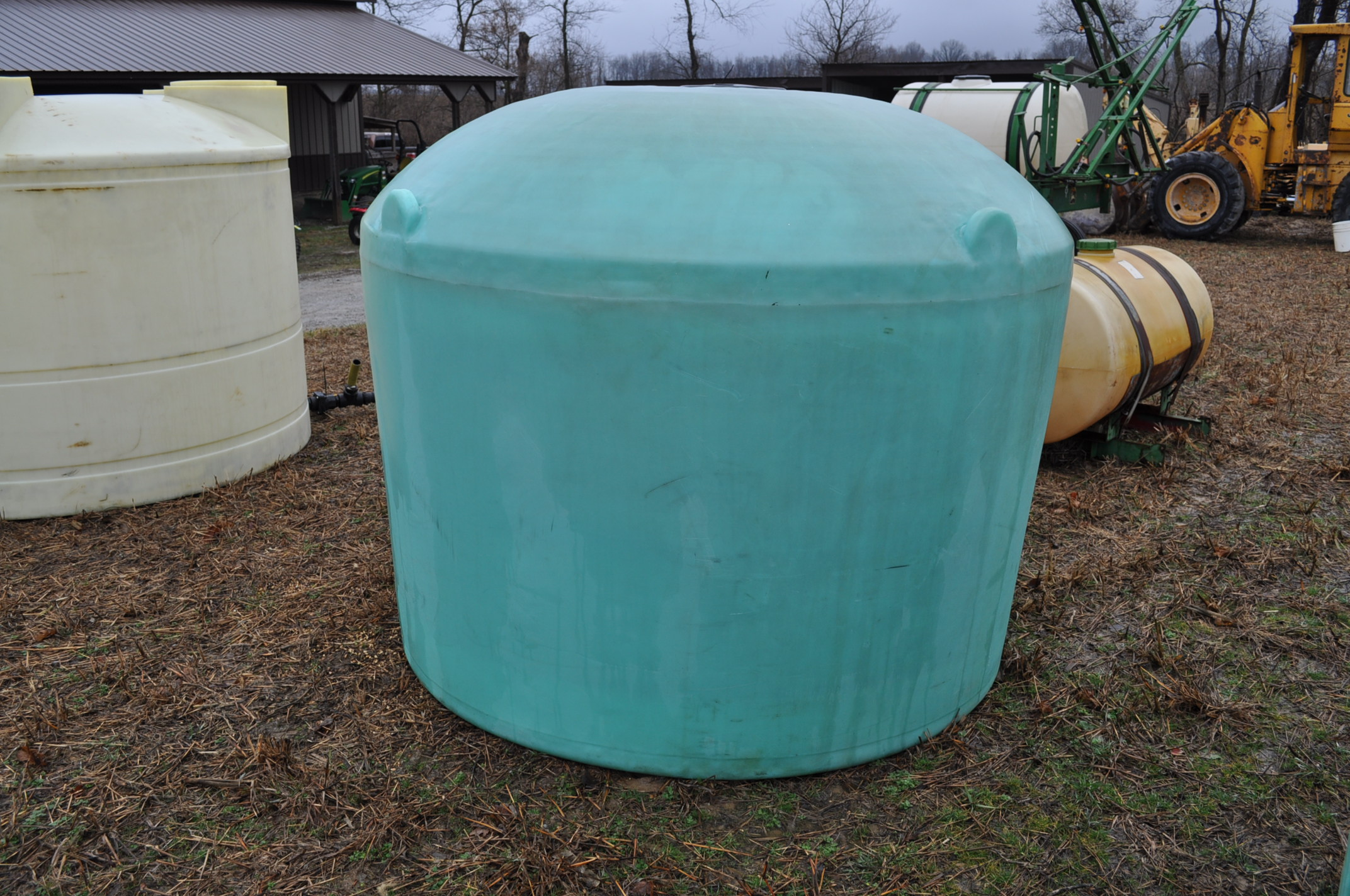 1200 gallon flat bottom poly tank - Image 3 of 5