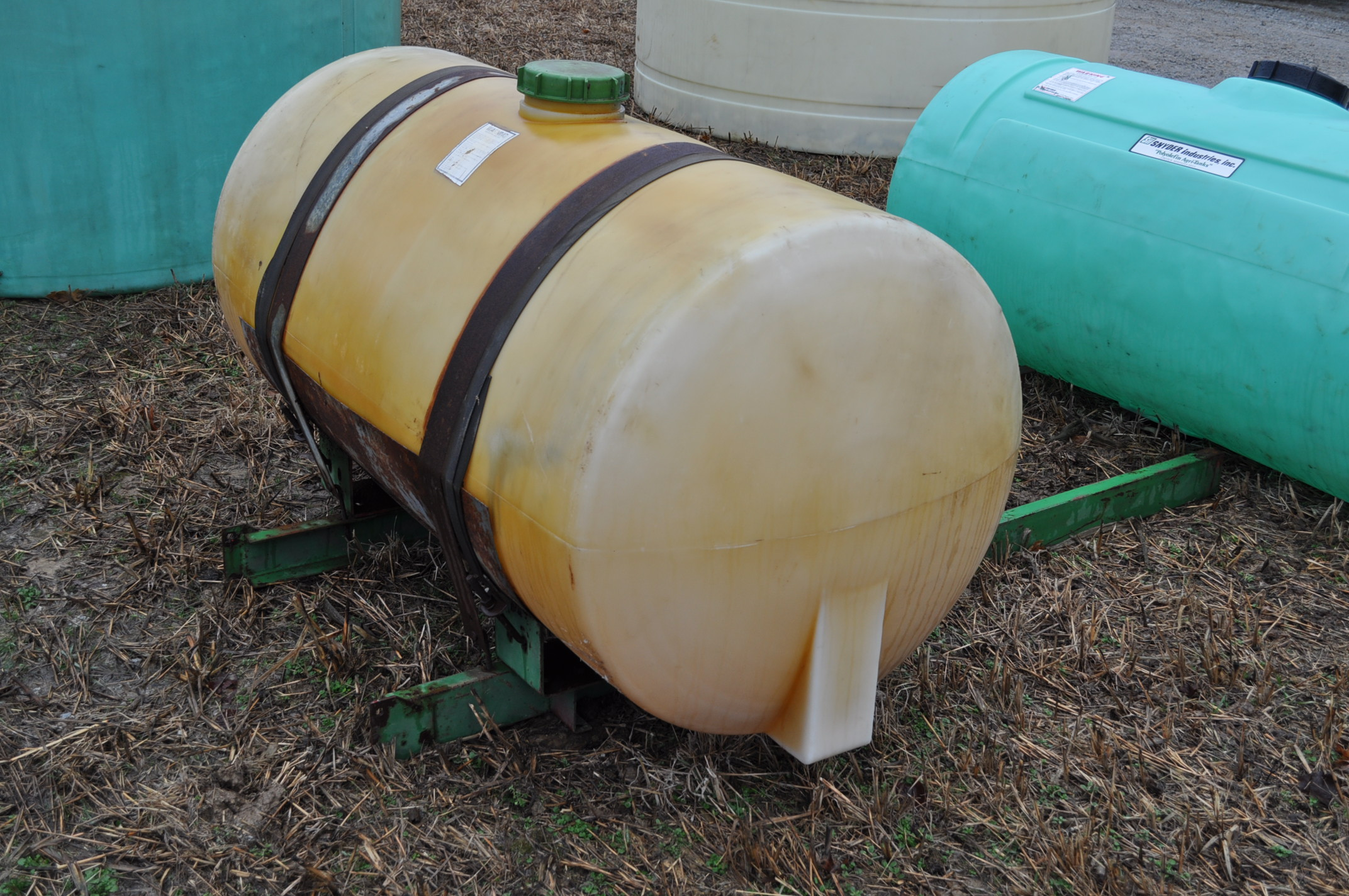 200 gallon round poly tank with cradle - Image 3 of 4