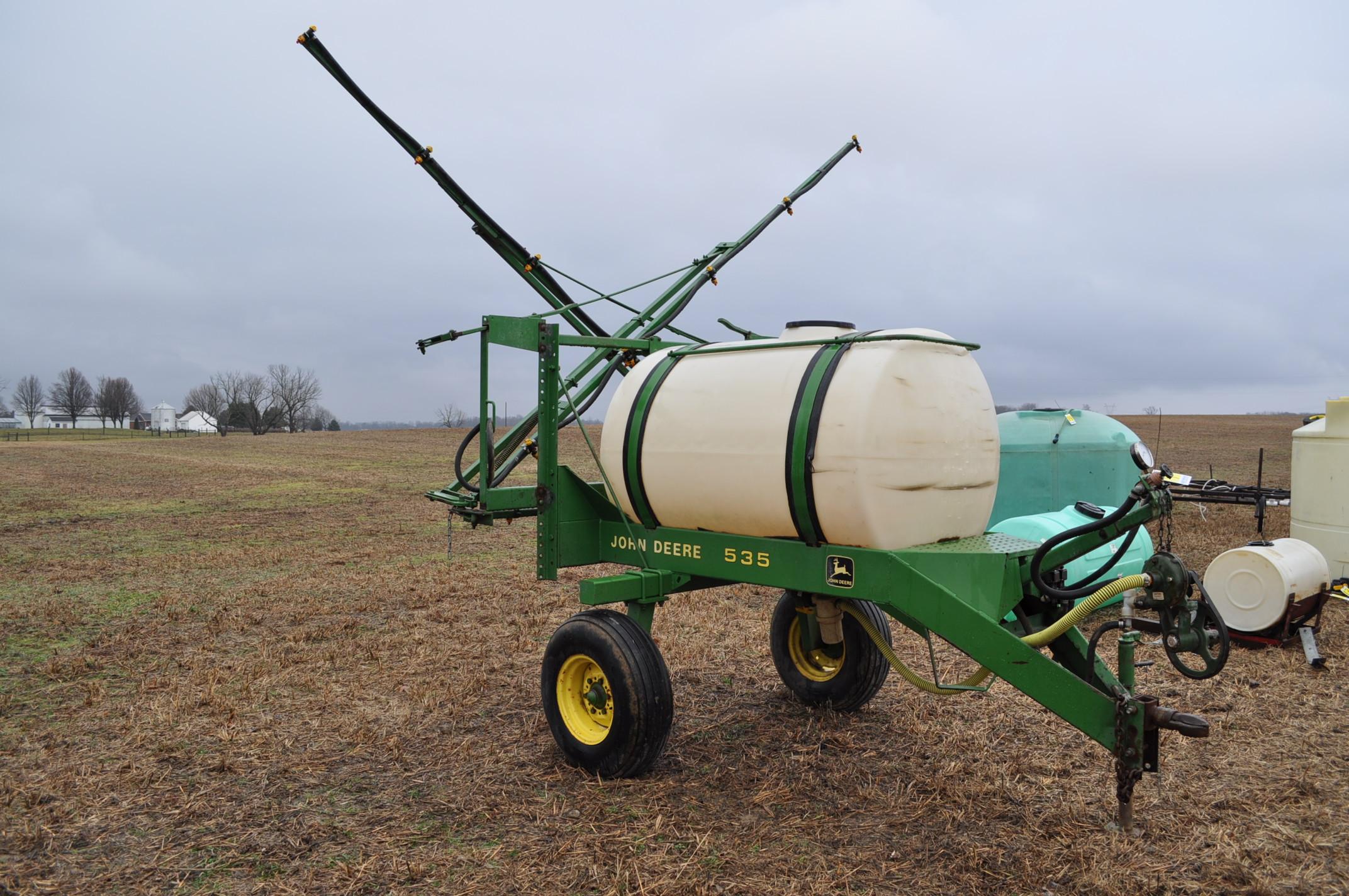 John Deere 535 pull-type sprayer, 350 gallon tank, 30' boom - Image 2 of 11