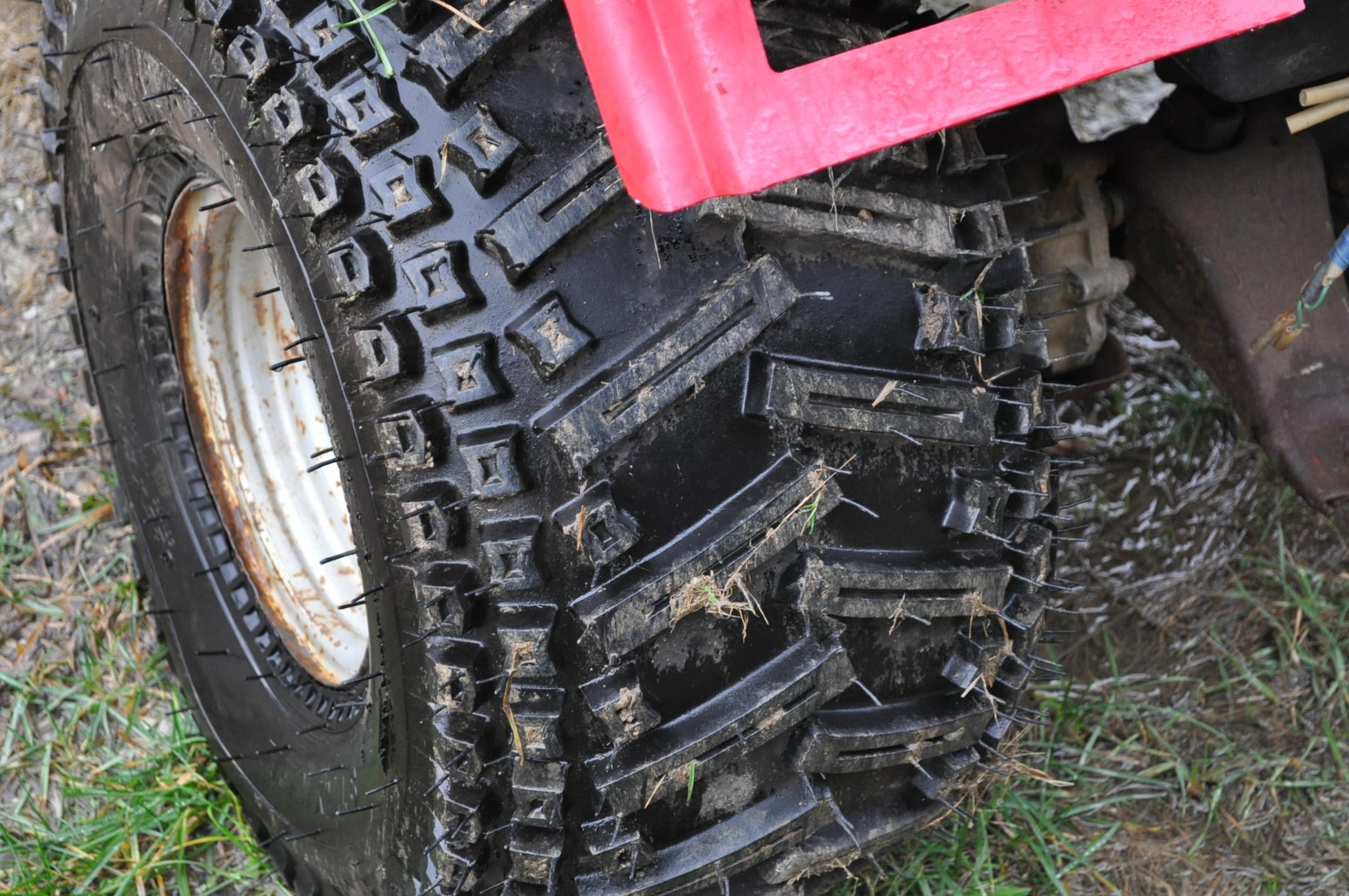 Honda Big Red 3-wheeler, new 25 x 12.00-9 tires - Image 6 of 8