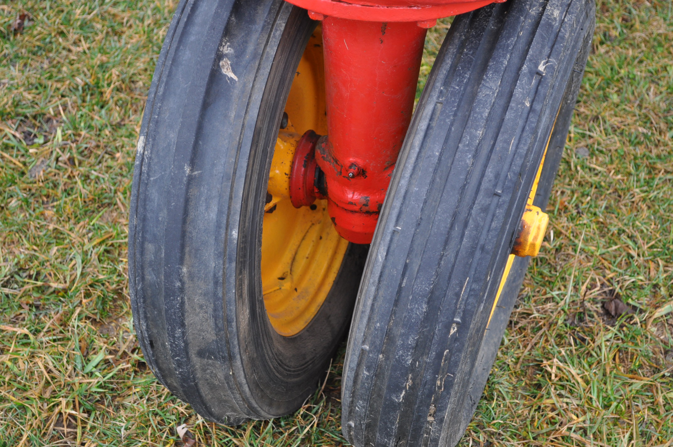 Massey Harris 101 Junior tractor, 12-38 tires, narrow front, 540 pto, SN 501605 - Image 5 of 12