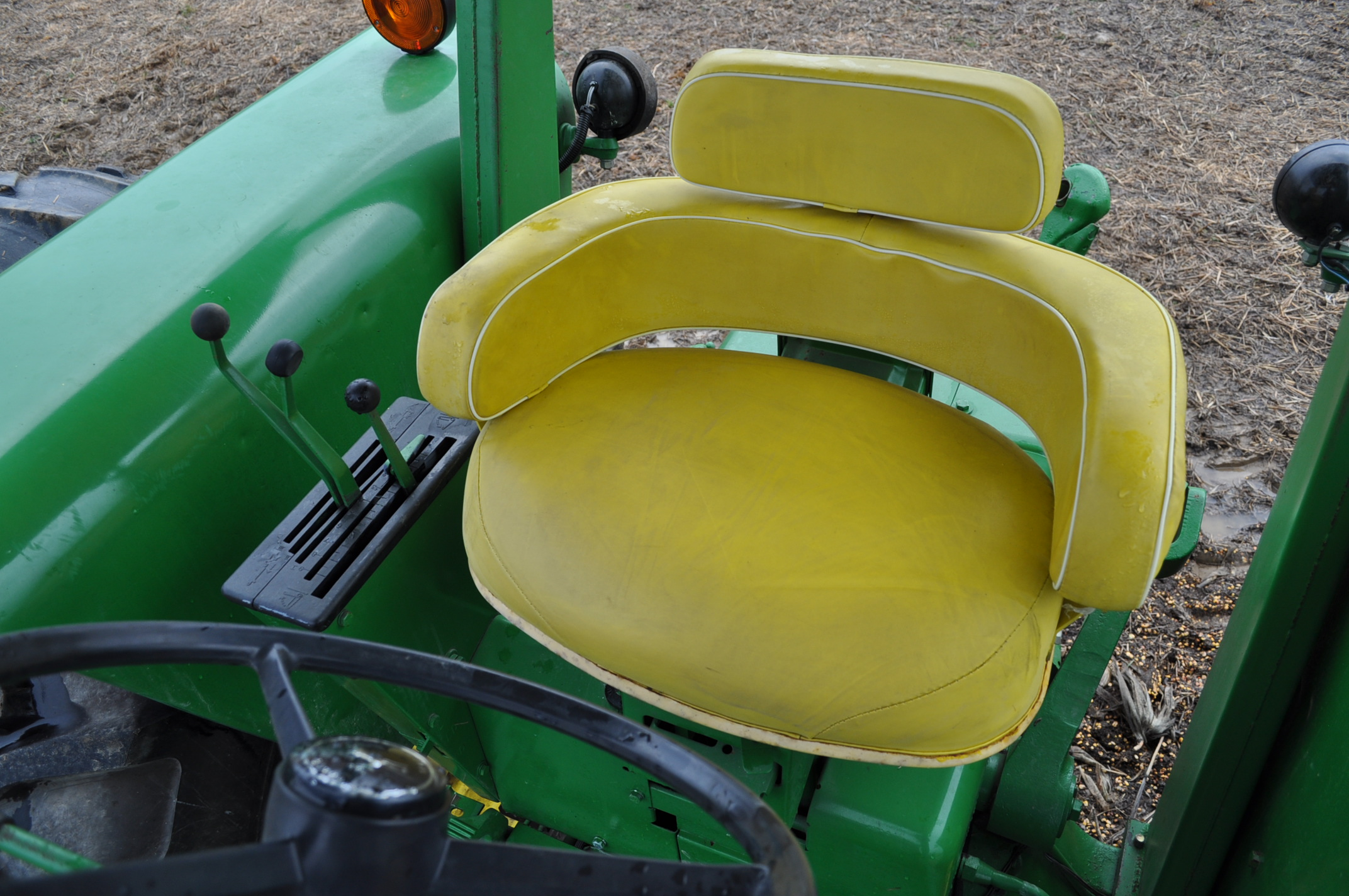 John Deere 4520 tractor, ***4520 frame with 4620 engine**** diesel, 18.4-38 new inside rear - Image 14 of 17