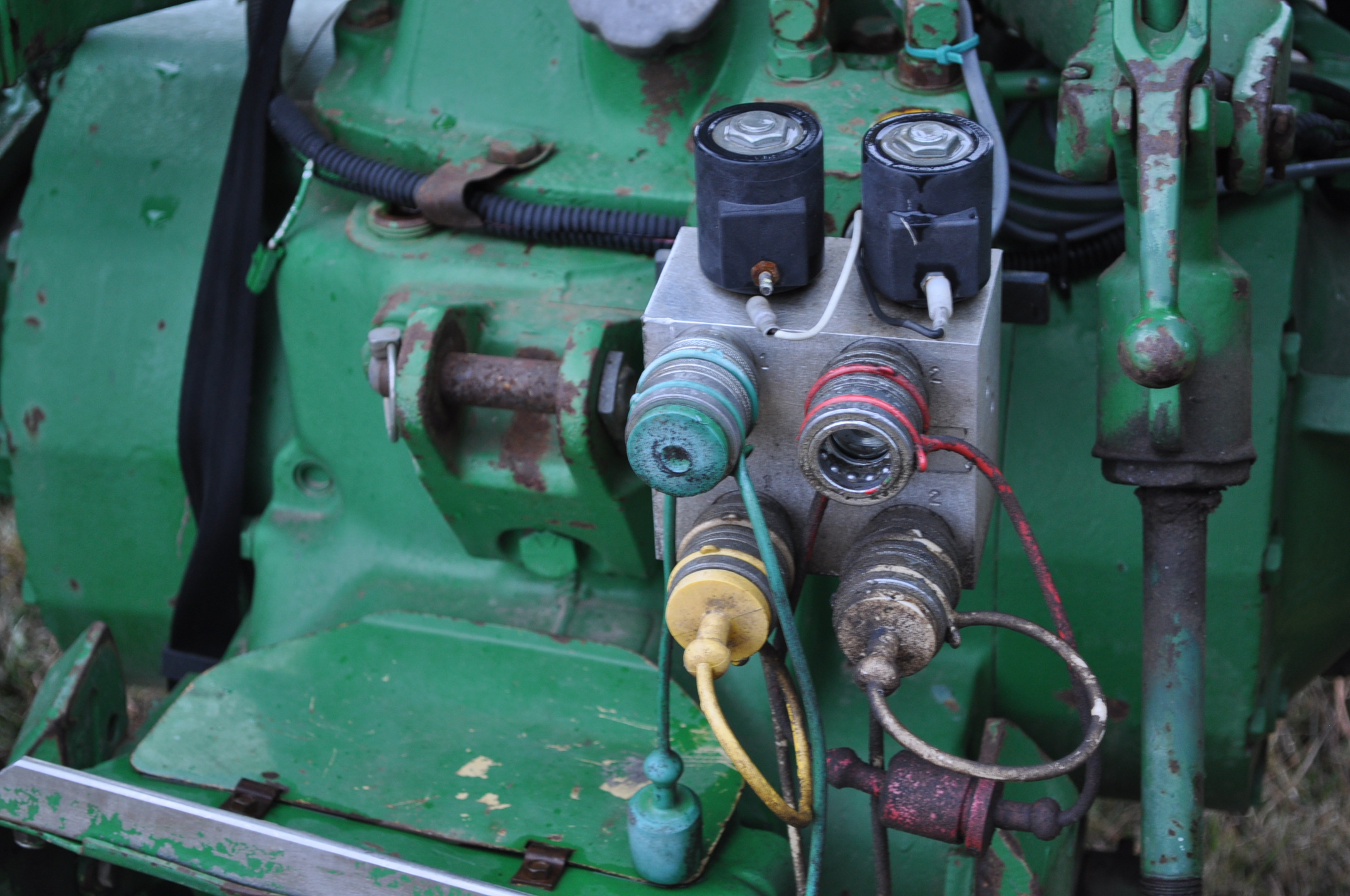 John Deere 2630 tractor, diesel, 16.9-28 rear, 9.5-15 front, 1 hyd remote, 540 pto, 3 pt, 4260 - Image 14 of 18