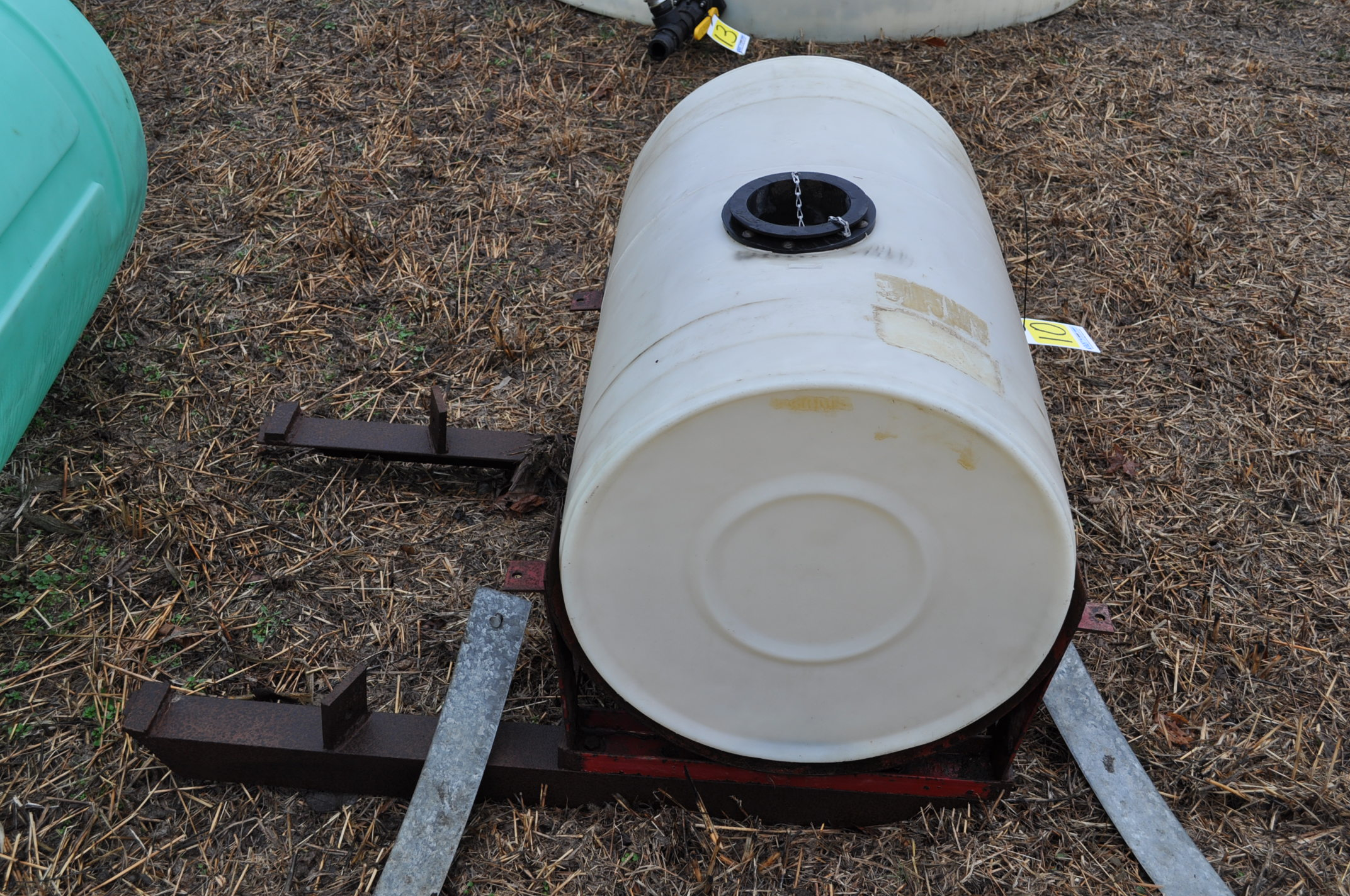 50 gallon front mount poly tank - Image 2 of 4