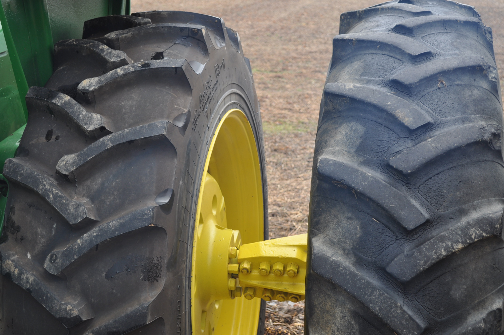John Deere 4520 tractor, ***4520 frame with 4620 engine**** diesel, 18.4-38 new inside rear - Image 6 of 17