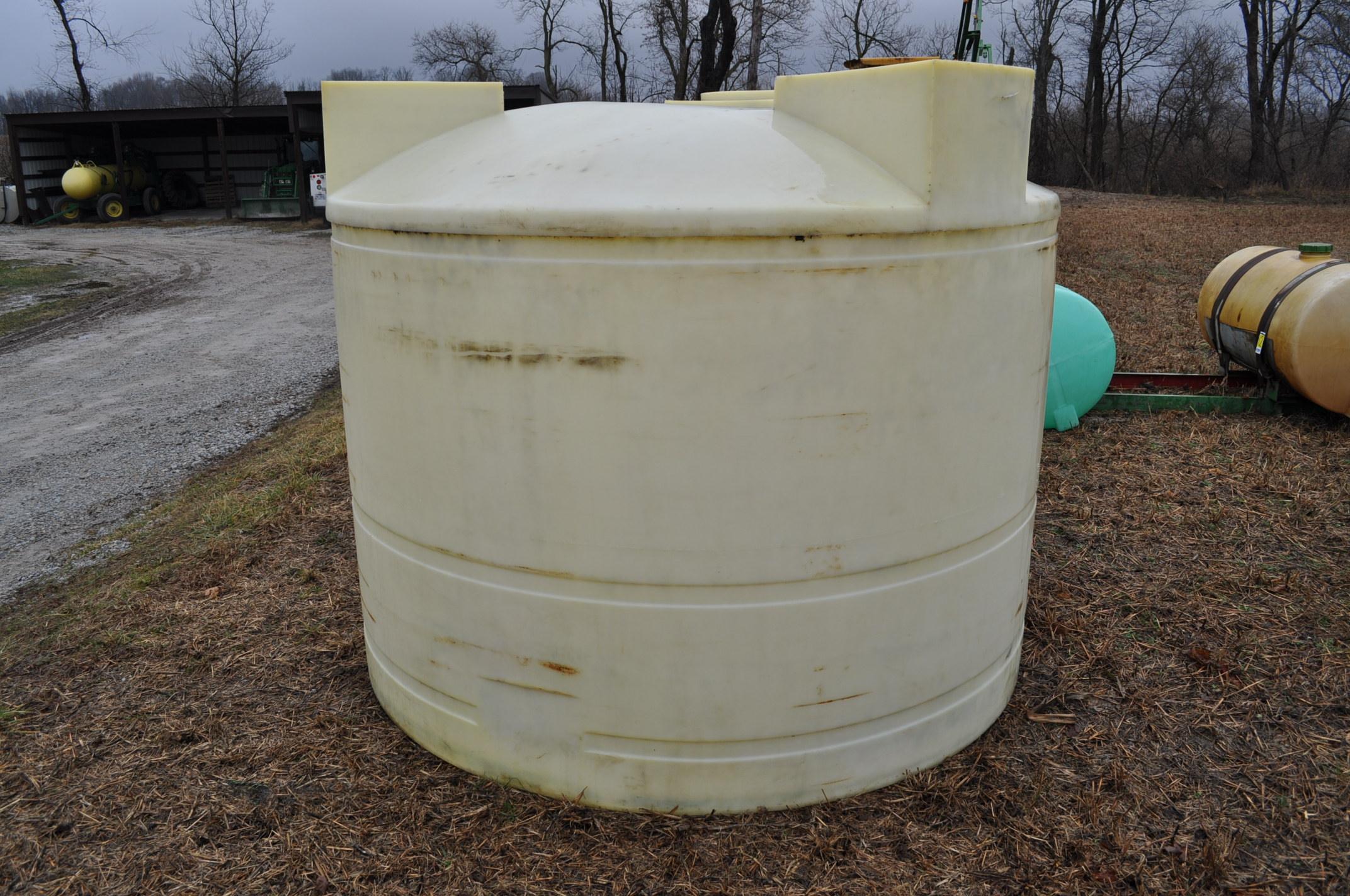 1500 gallon flat bottom poly tank - Image 2 of 4