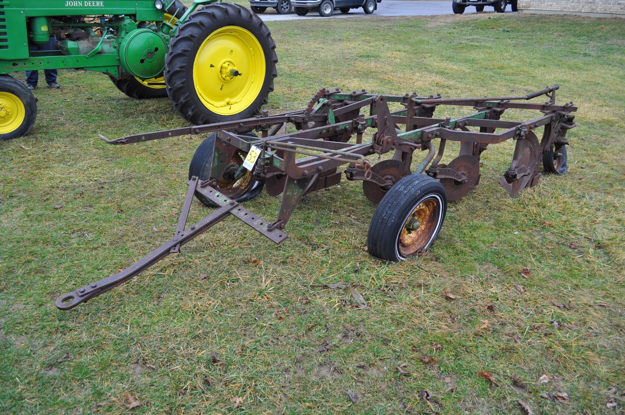 "John Deere 4 x 16"" plow, pull-type - Image 2 of 7"