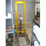 A Sherpa Stackers 300, 500kg manual hydraulic fork lifting truck