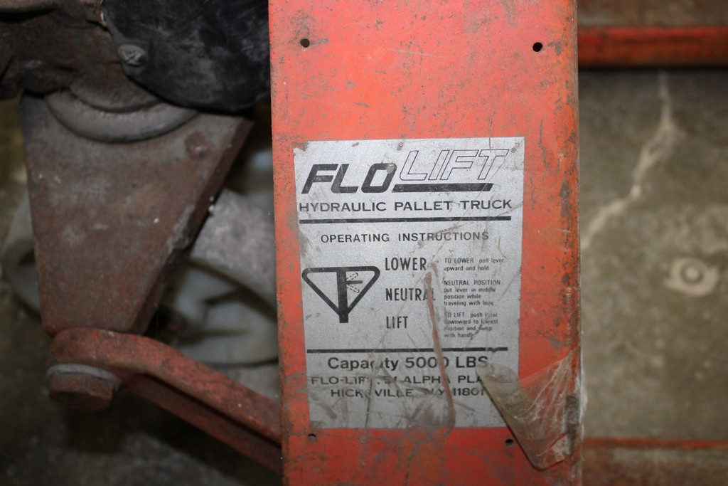 FLO LIFT HYDRAULIC PALLET TRUCK 5,000 LB CAPACITY - Image 2 of 2