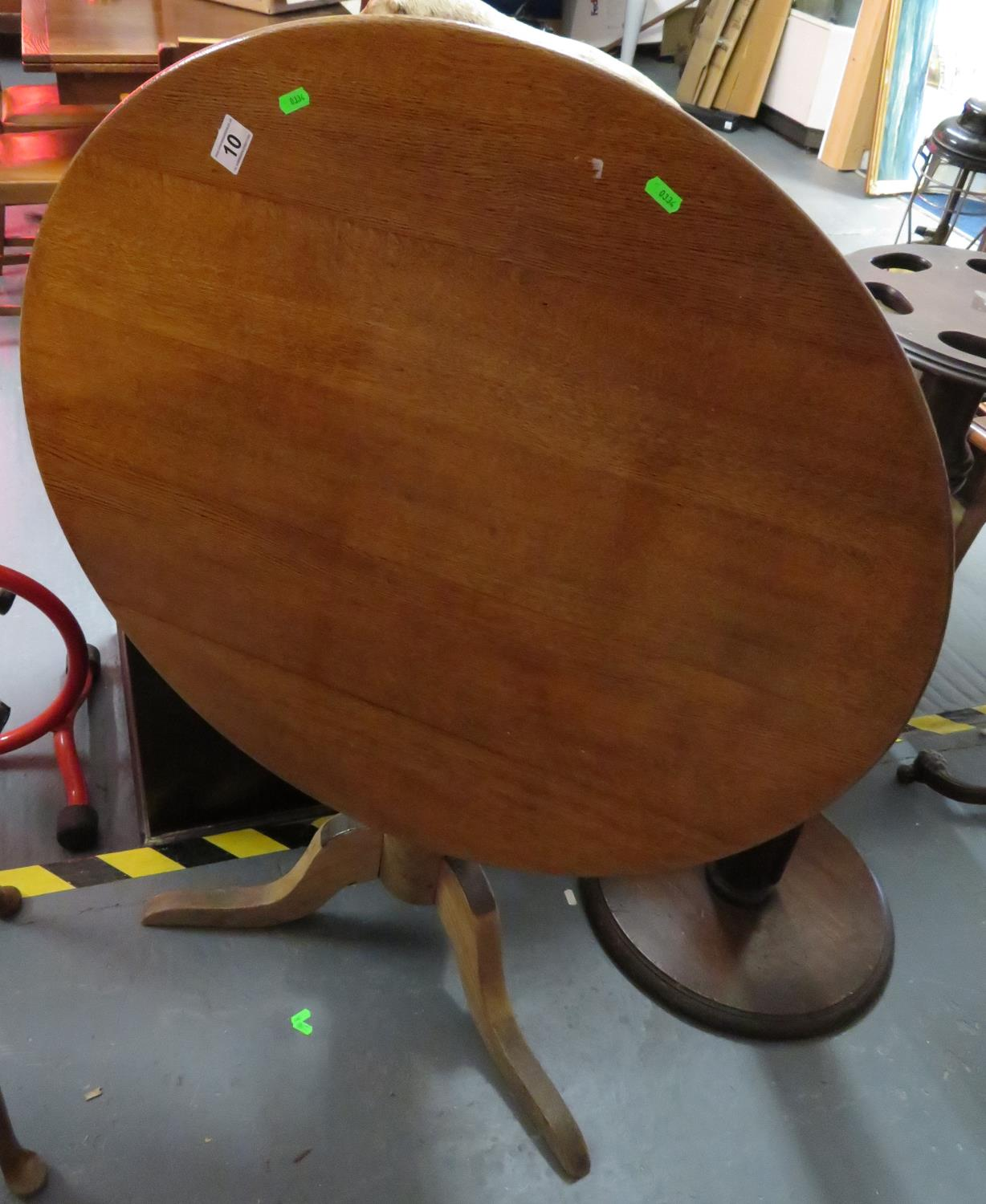 "Lot 10 - 34"" tilt top round table"
